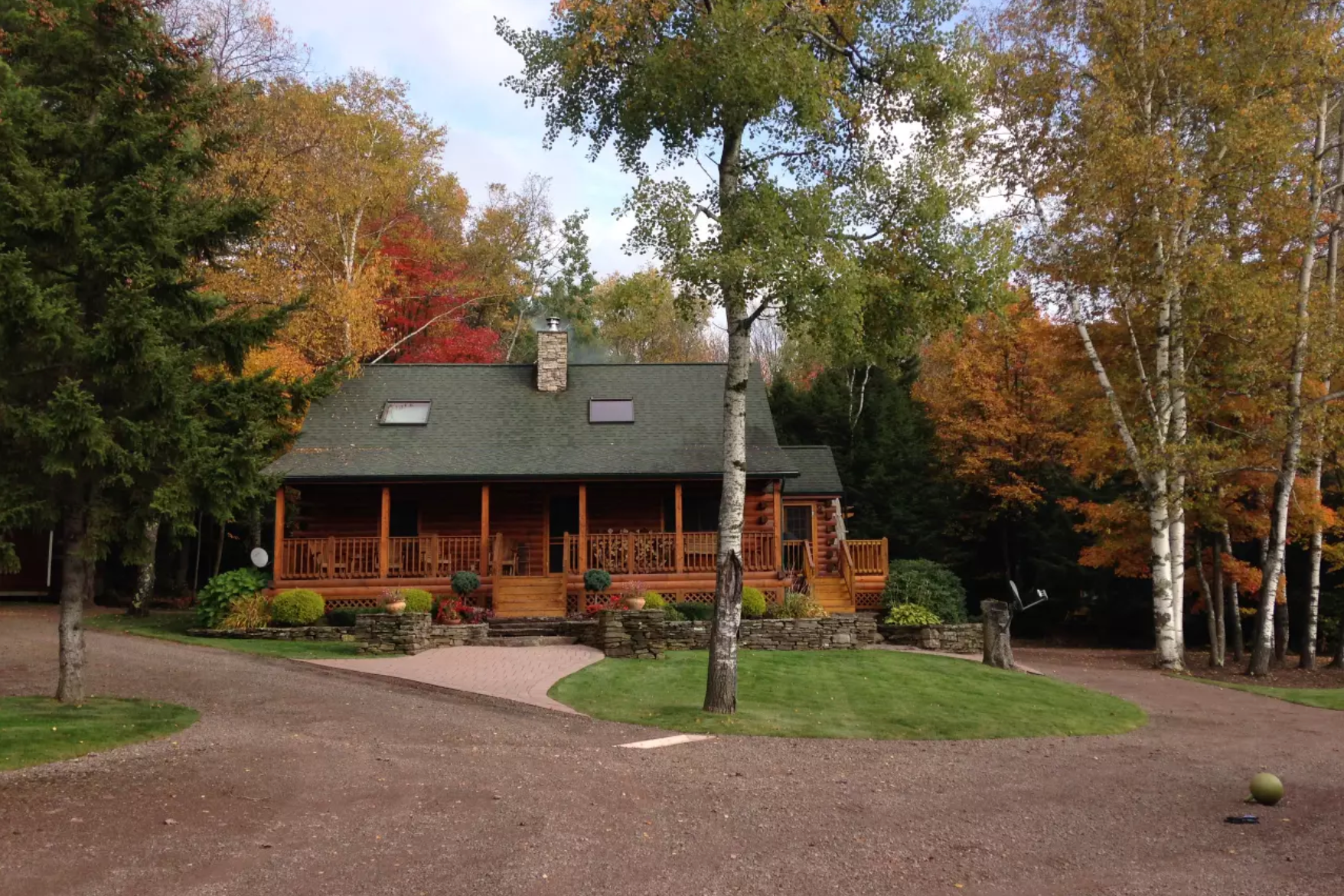 CROW'S NEST CABIN  Jefferson, NY  Full address and info available upon booking  Click  h e re  for details on airbnb.com  Distance: about 12 miles / 15 minutes Capacity: 8 people