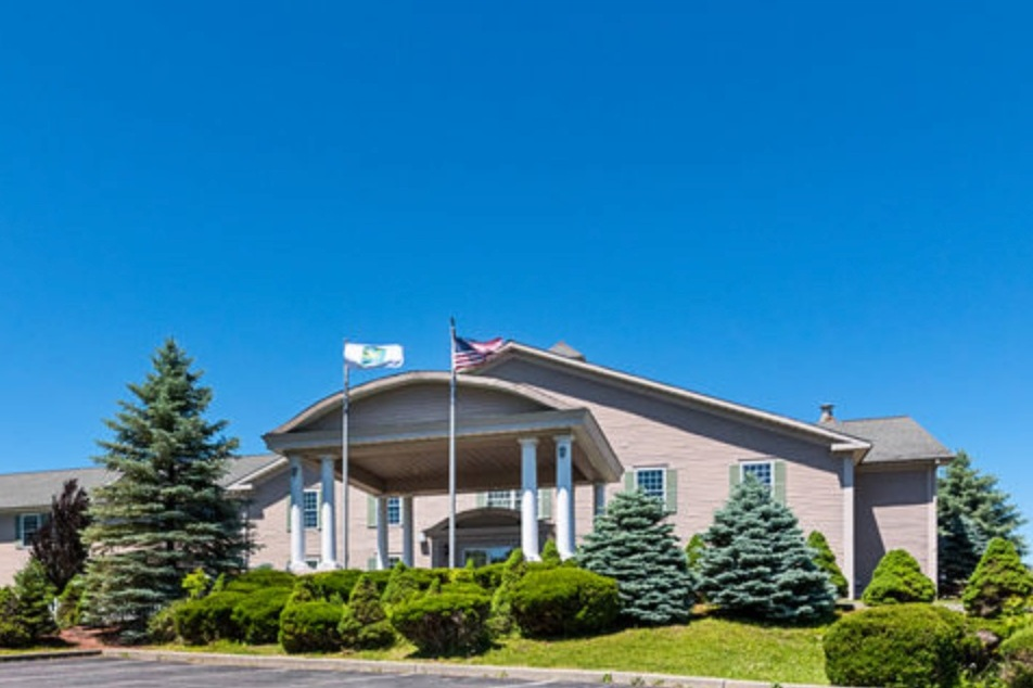 QUALITY INN AND SUITES 160 Holiday Way Schoharie, NY 12157 (518)295-6088   Click here for details   Distance: 22 miles / 30 mins Capacity: 400