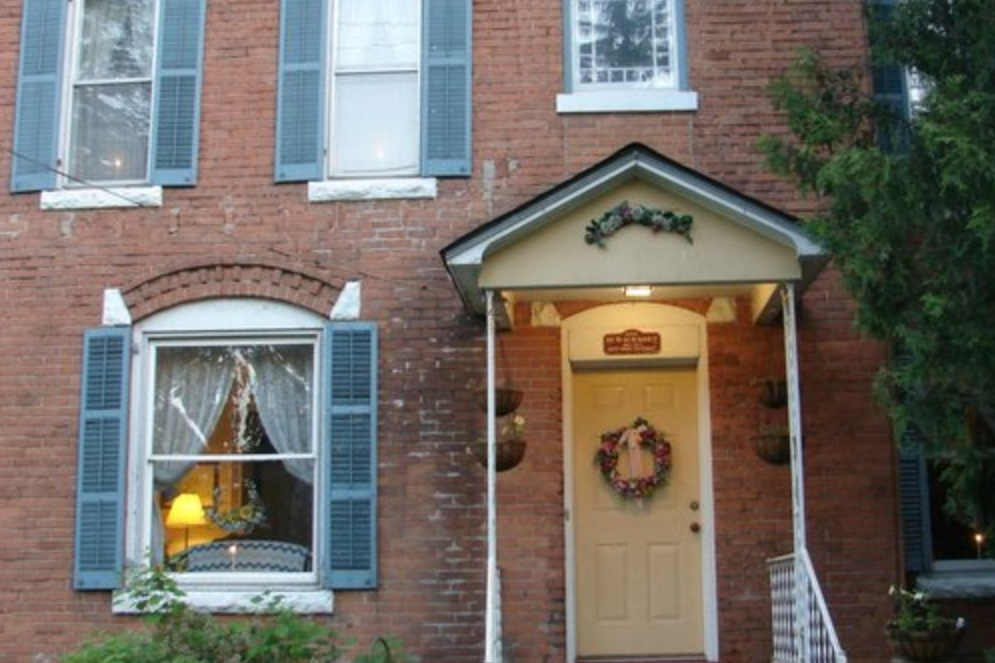GABLES BED & BREAKFAST INN  436 W Main Street Cobleskill, NY 12043 (518) 234-4467   Click here to book a room   Distance: 12 miles / 20 minutes Capacity 10-20 guests