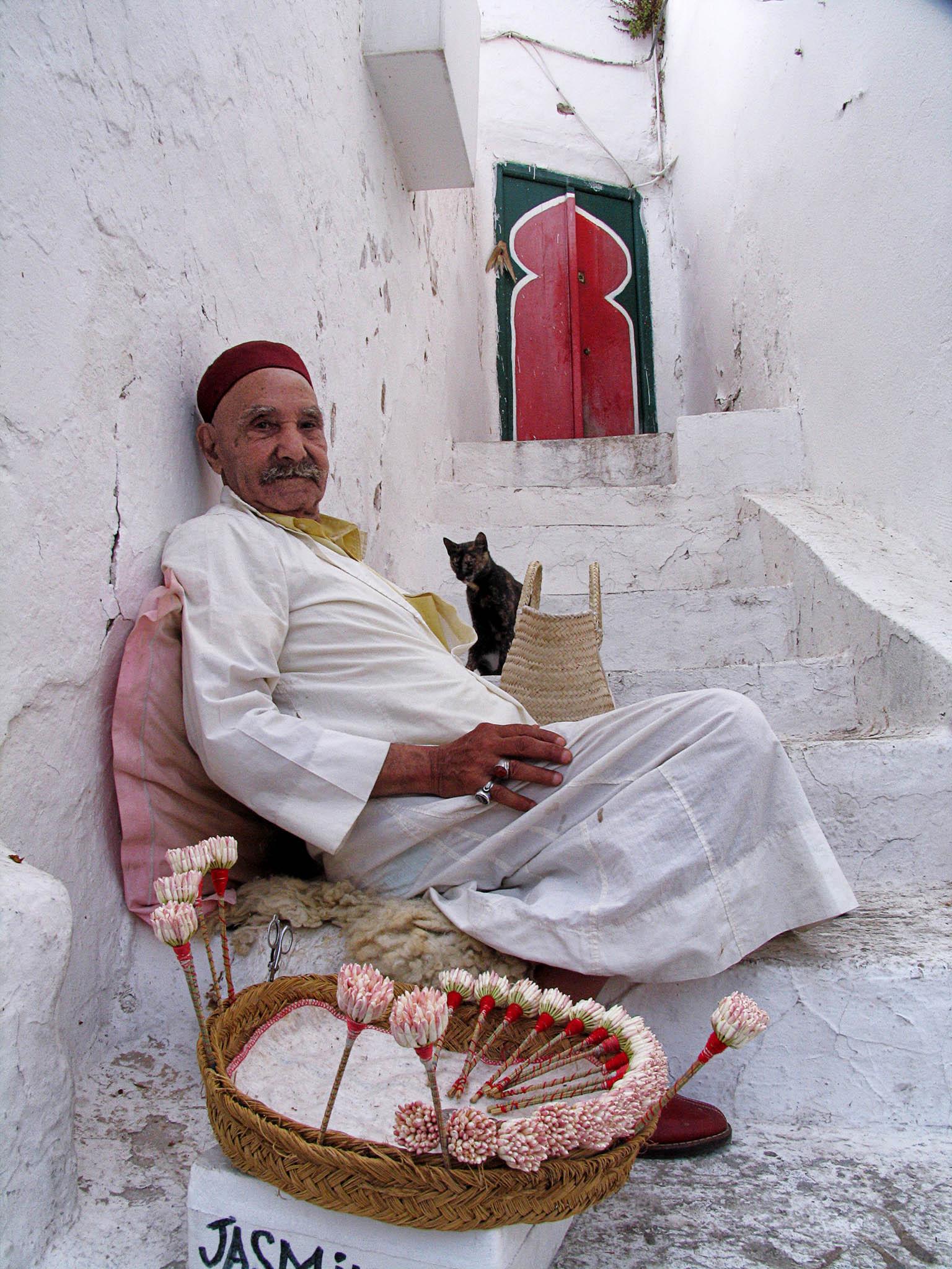 Melinda Isachsen JANIS Photography & Fine Art jasmine seller Tunis Tunisia