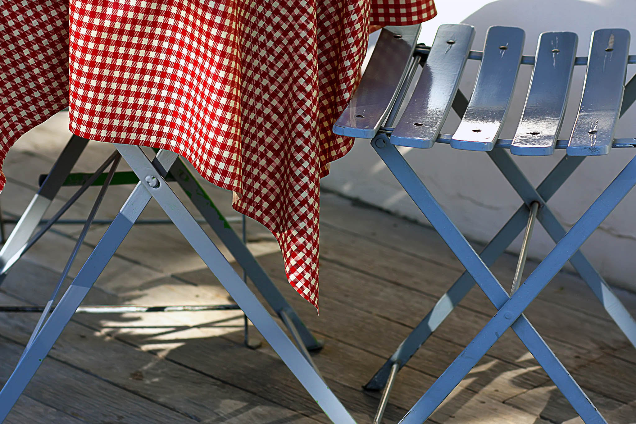 Melinda Isachsen JANIS Photography & Fine Art tables chairs