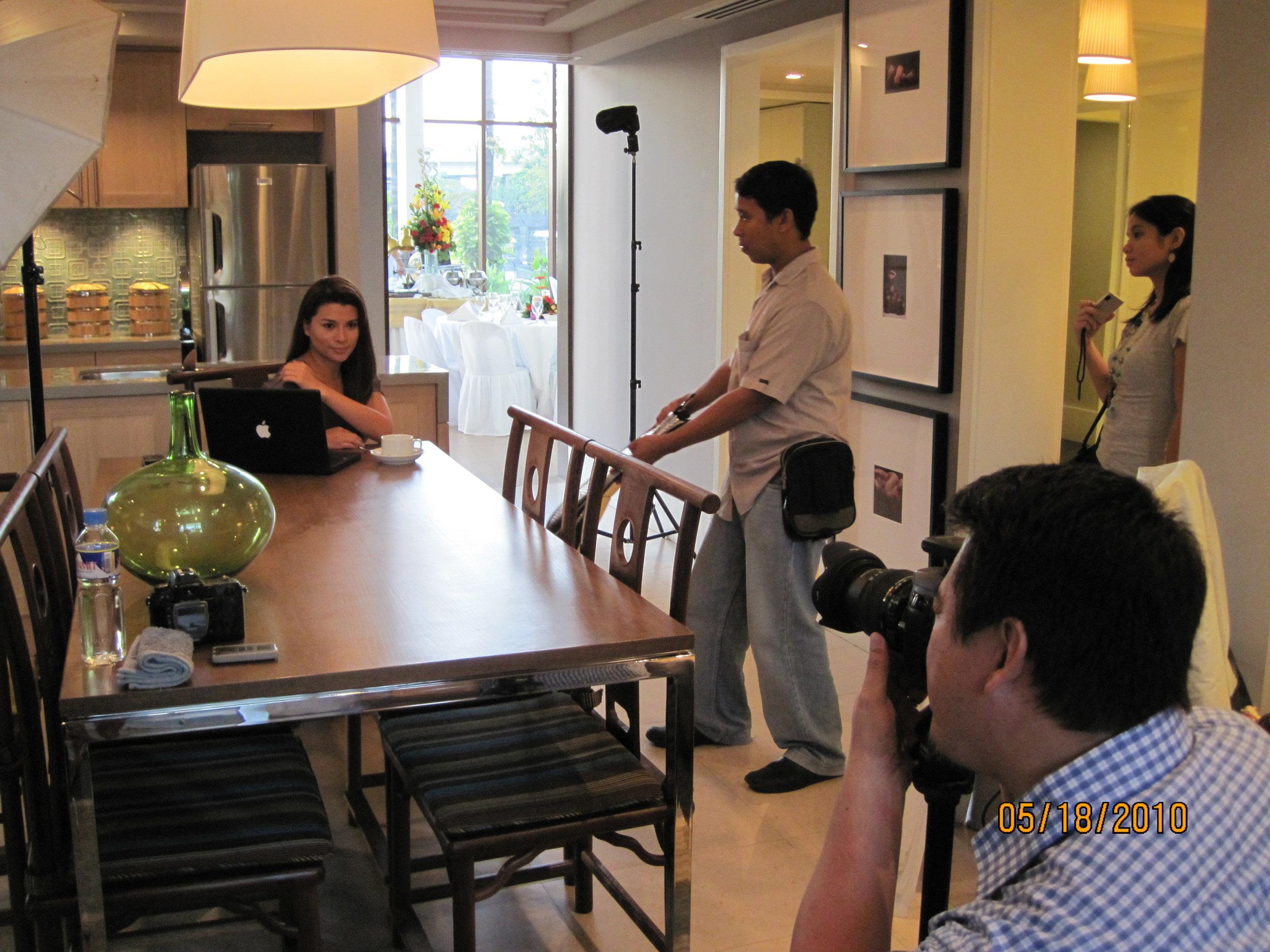 Mylene posing for shots with photographer Doods Tanabe