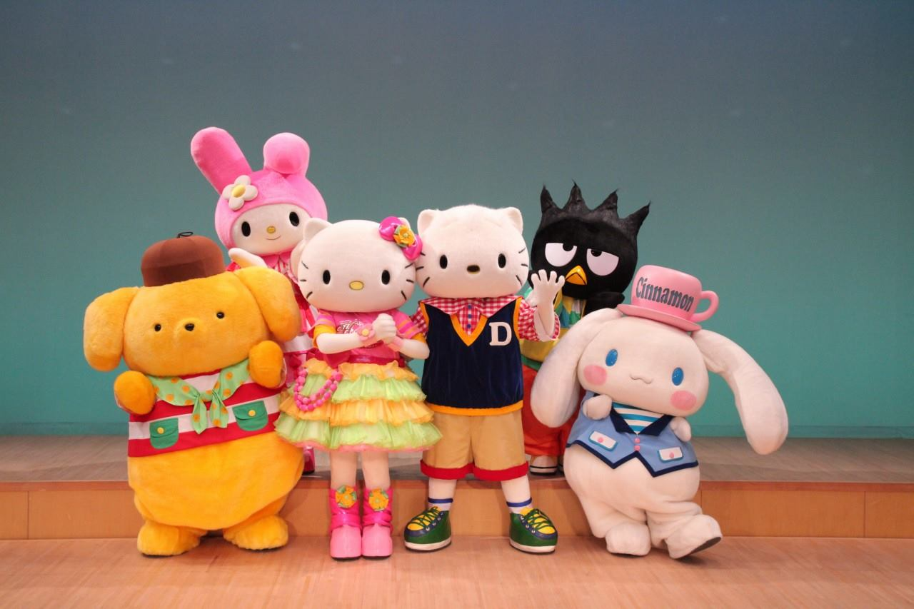 Hello-Kitty-and-her-friends.jpg