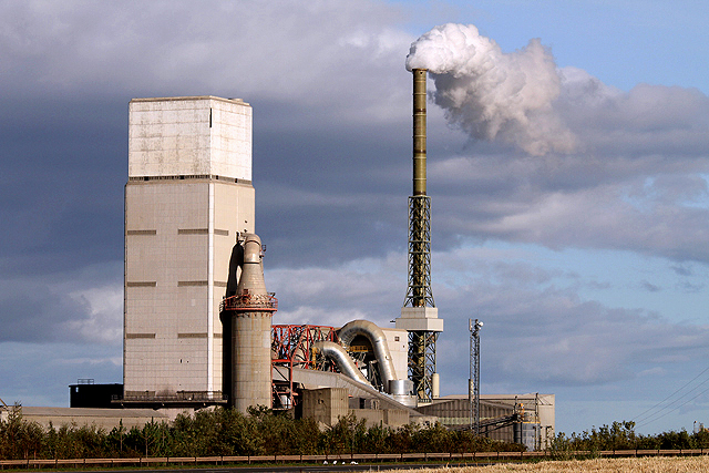 Conventional cement production requires prolonged heating at over 1,000 oF (photo ©  Walter Baxter  ( cc-by-sa/2.0 ))