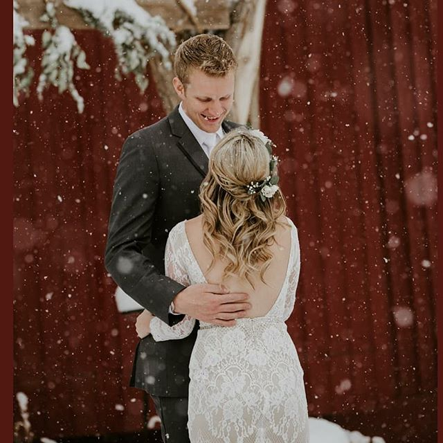 Snow day @therusticlacebarn last November! What a beautiful couple!! True Colorado 1st Look. Thank you for the memories Melissa + Crawford. And thank you to @theweddinggirlsphoto for the amazing photo  #coloradoweddings #coloradoweddingvenue #barnweddingvenue #coloradospringsweddingvenue #snowwedding