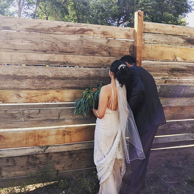 Sneaking a peek, before walking down the aisle 💓  #peekaboo #theperfectplacetopromiseforever  #coloradospringswedding