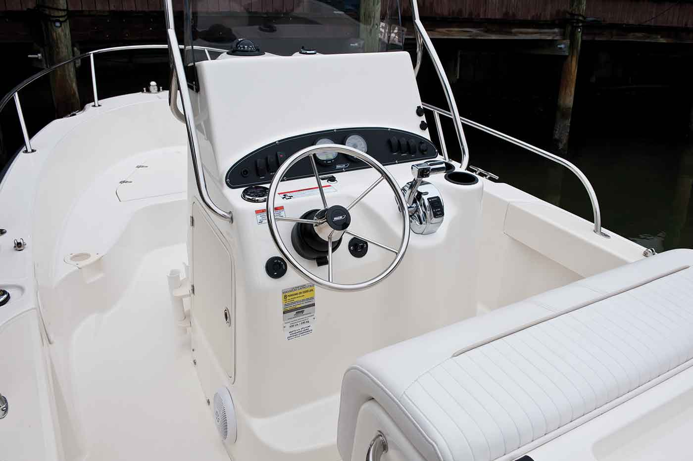 Boston-Whaler-190-Outrage-Gallery-6.jpg