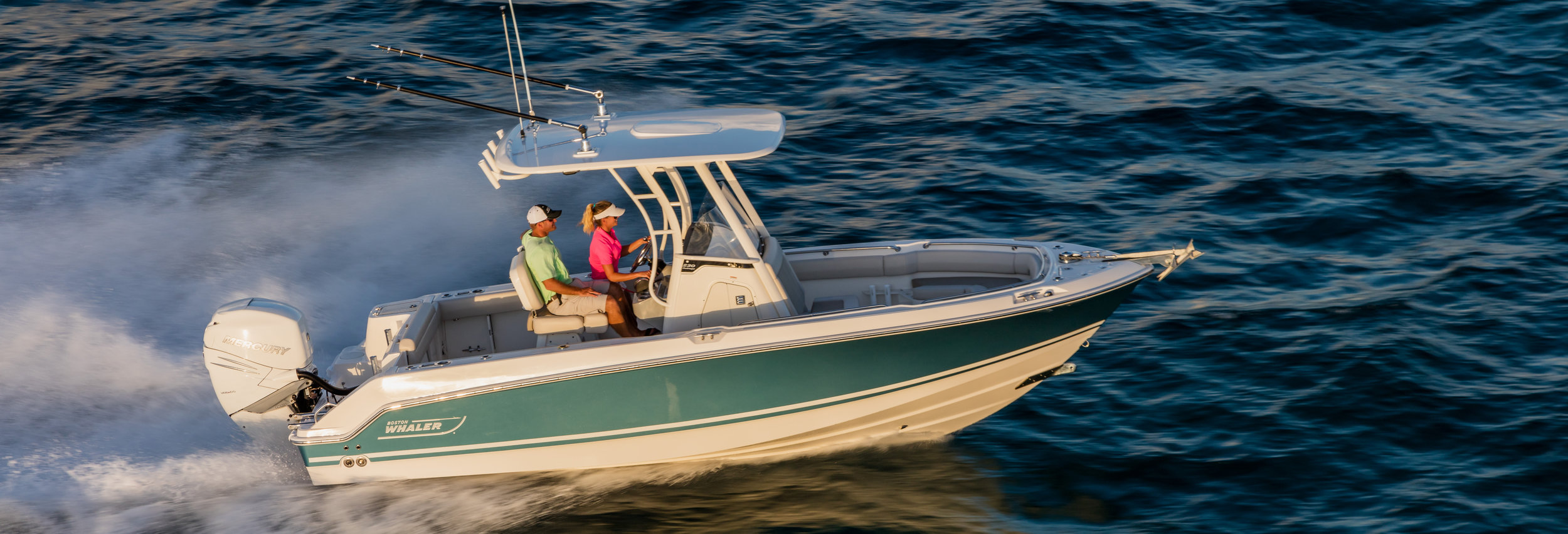 Boston-Whaler-230-Outrage-Gallery-Header.jpg