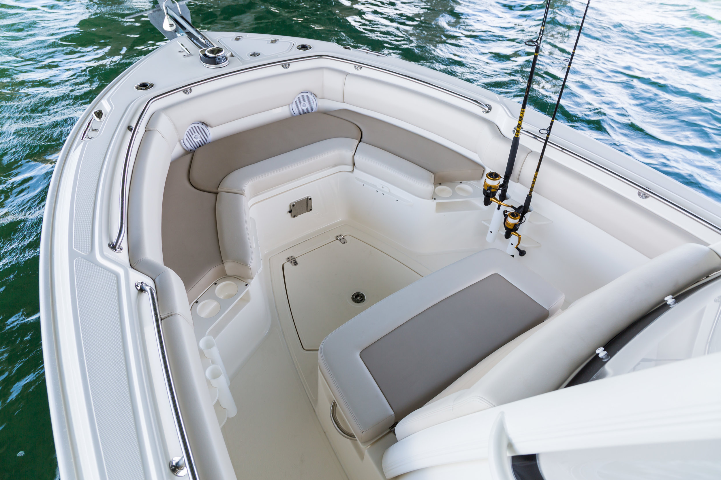 Boston-Whaler-230-Outrage-Gallery-3.jpg