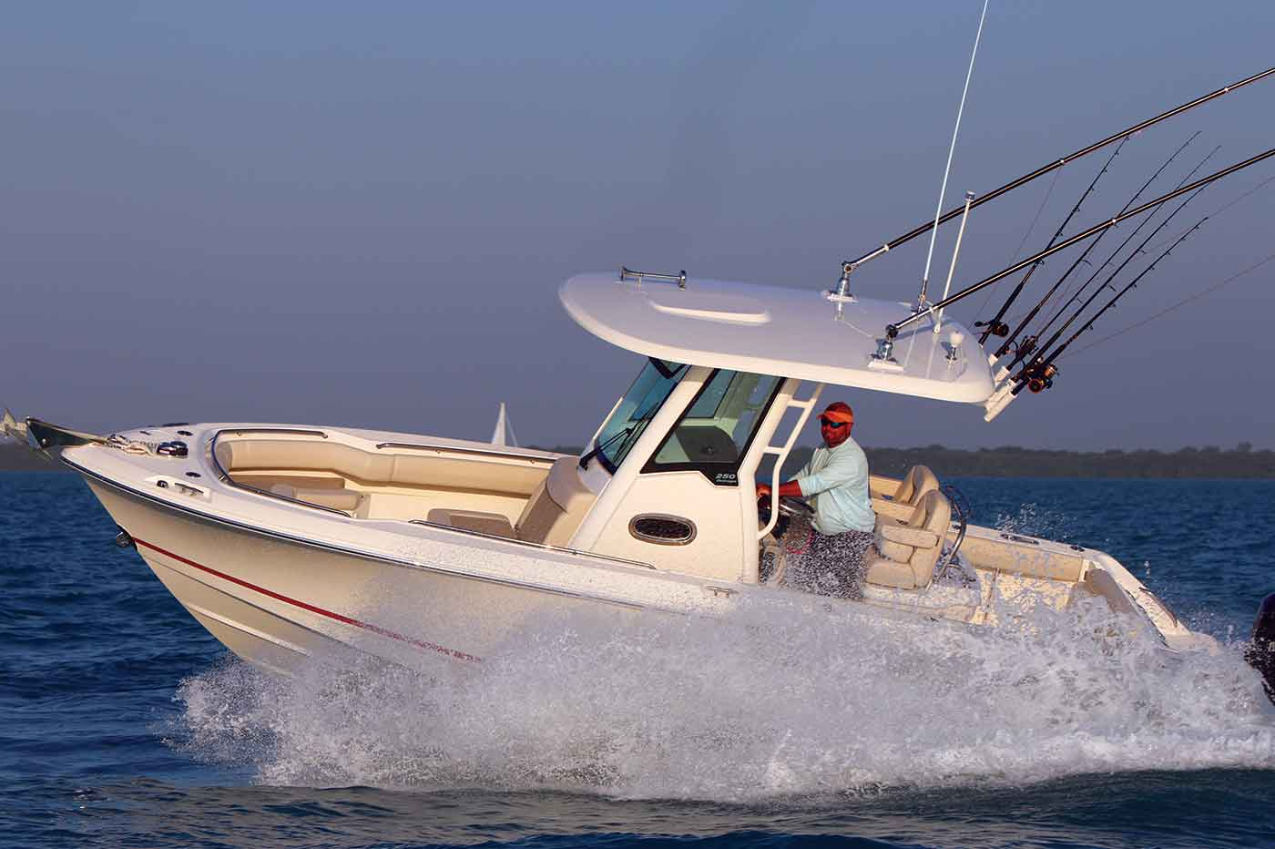 Boston-Whaler-250-Outrage-Gallery-7.jpg