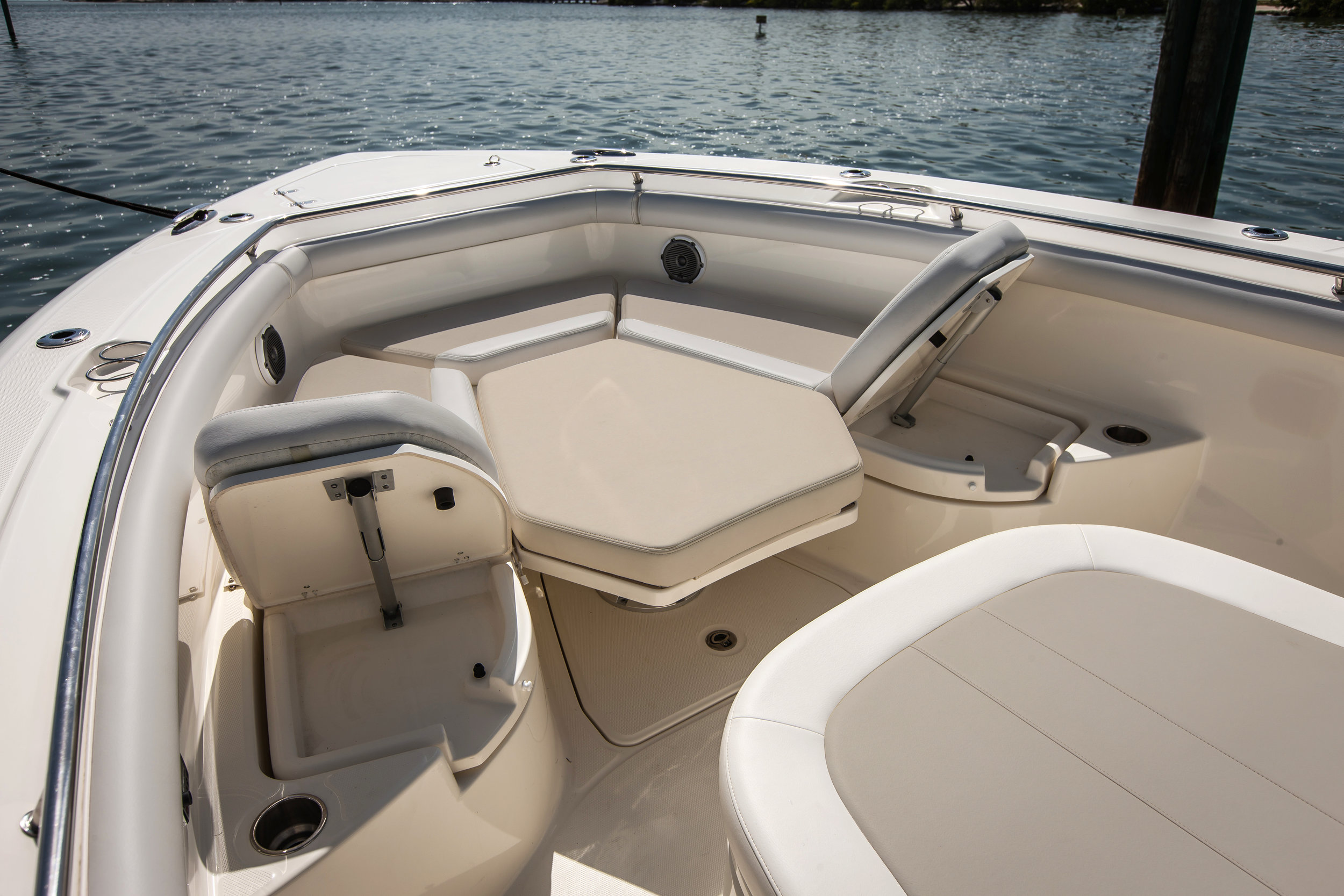Boston-Whaler-350-Outrage-Gallery-3.jpg