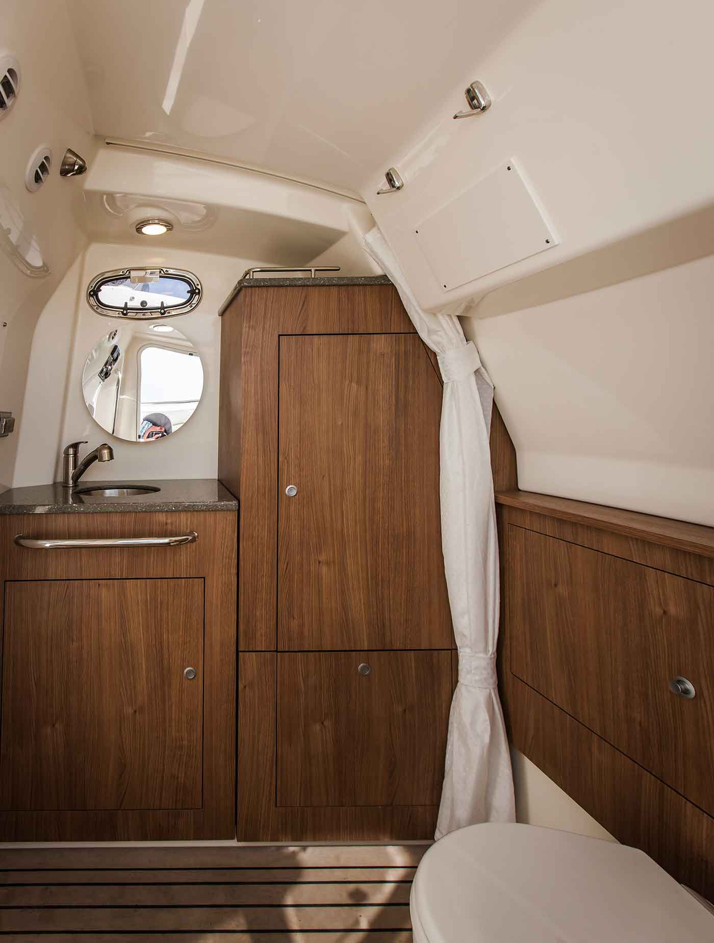 Boston-Whaler-350-Outrage-Gallery-8.jpg