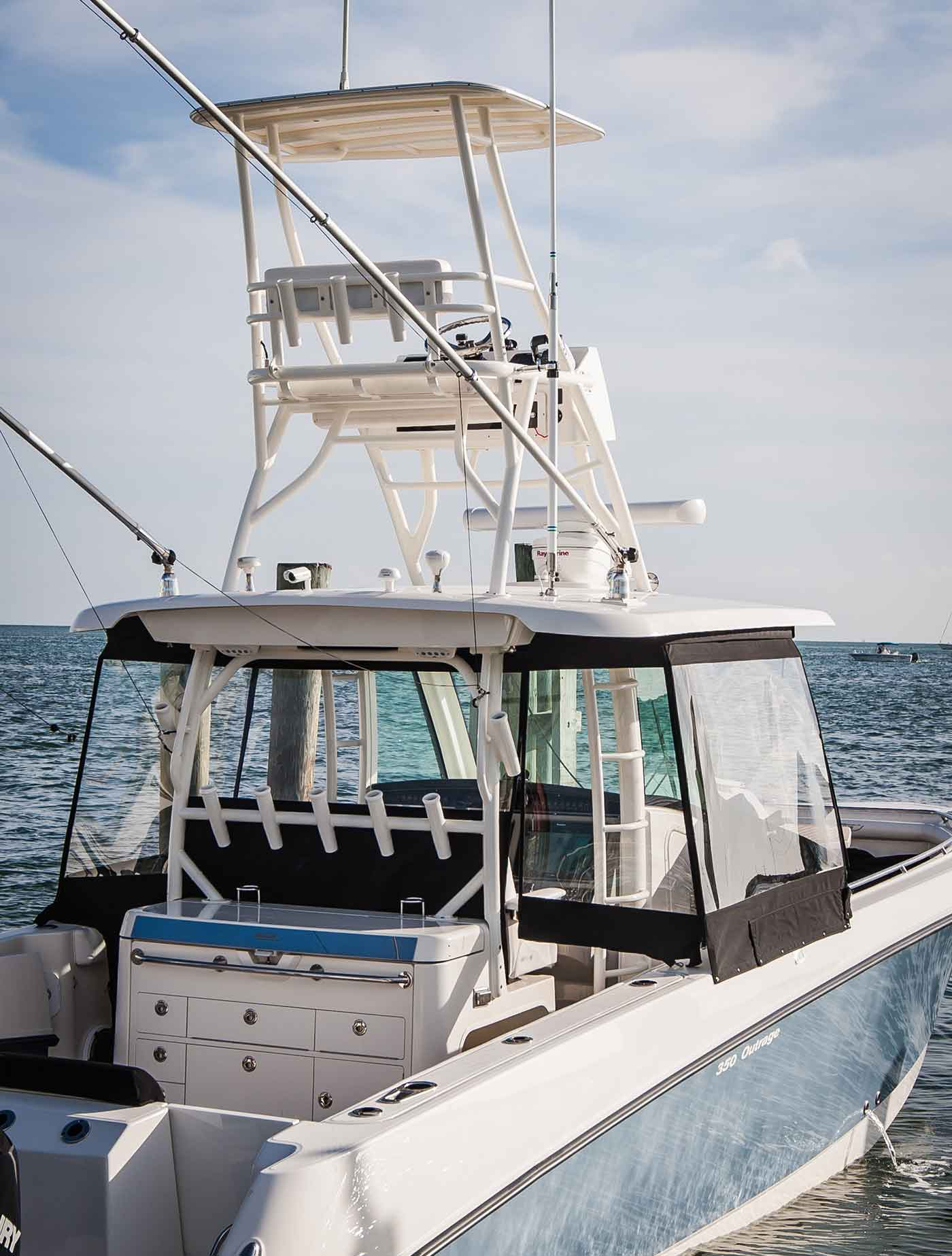 Boston-Whaler-350-Outrage-Gallery-10.jpg