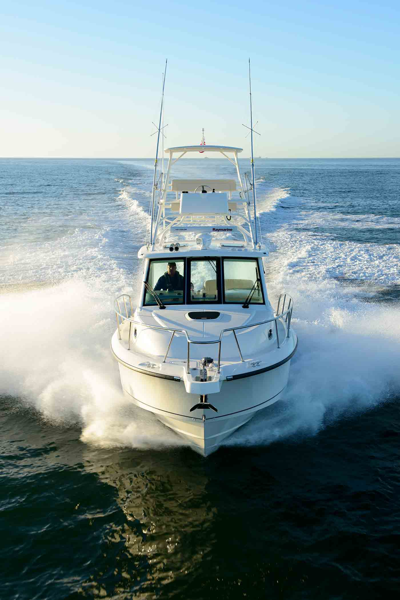 Boston-Whaler-345-Conquest-Gallery-10.jpg