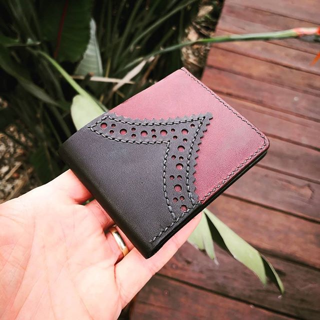 Made this today! A while since I've made a brogue wallet. This one is all kangaroo! Black with chocolate brandy. I really like the subtle contrast between the two colours. . . I made it on stream today, so if you feel like checking out how I did it, head to my stream and watch then video! (check the links in my bio) . . Ps, thanks for the raid @badmoodleatherstudio !!