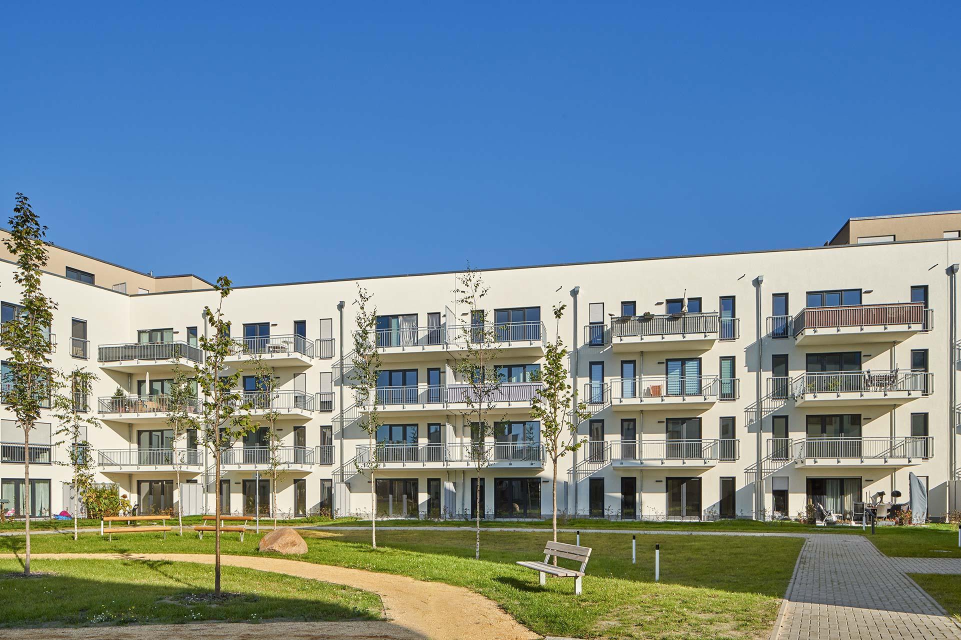 Mehrfamilienhaus - Ansicht vom Innenhof - Architekturfotografie in Potsdam