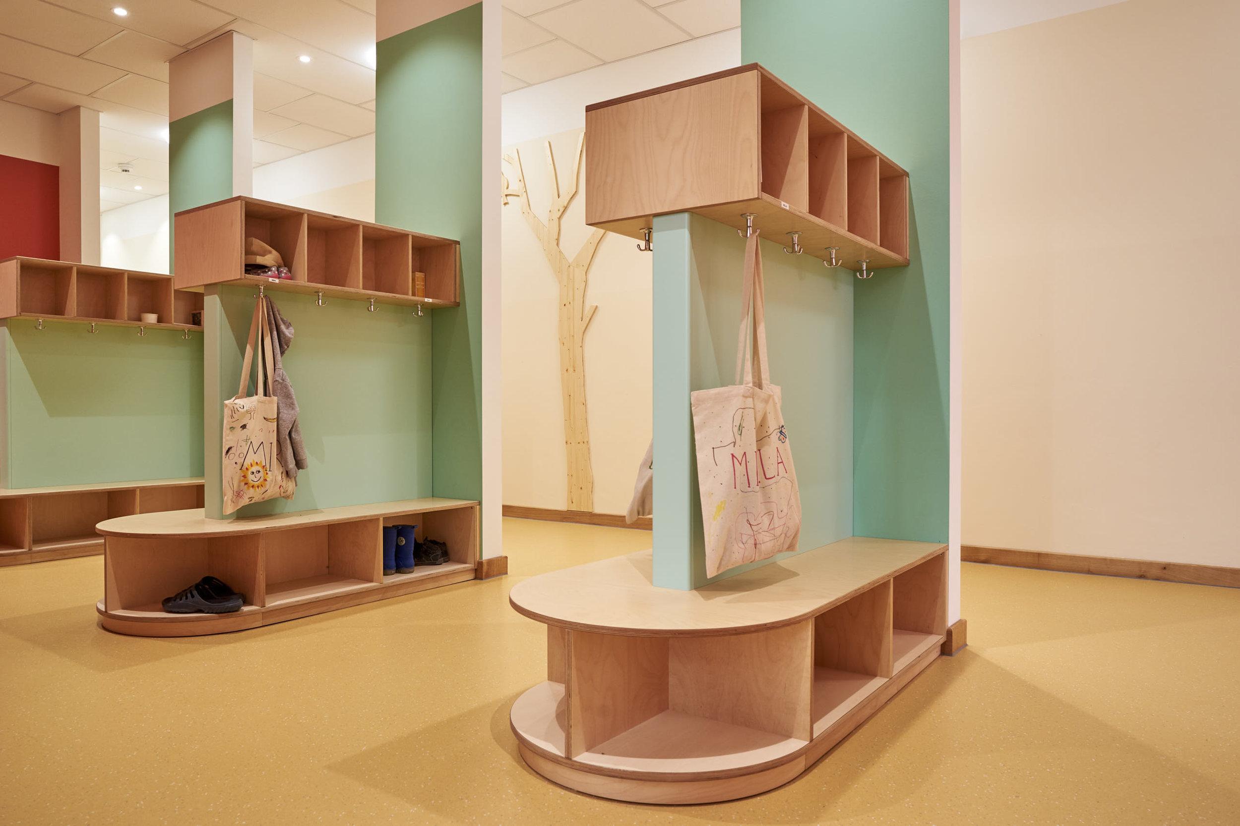 Garderobe für die kleinen Leute in der Kita Sand Vika in Hamburg