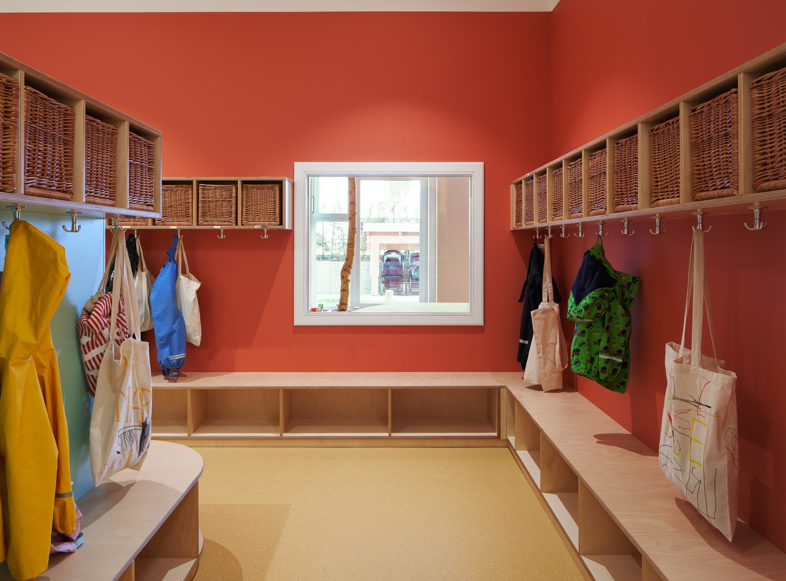 Garderobe der Kita Sand Vika in Hamburg