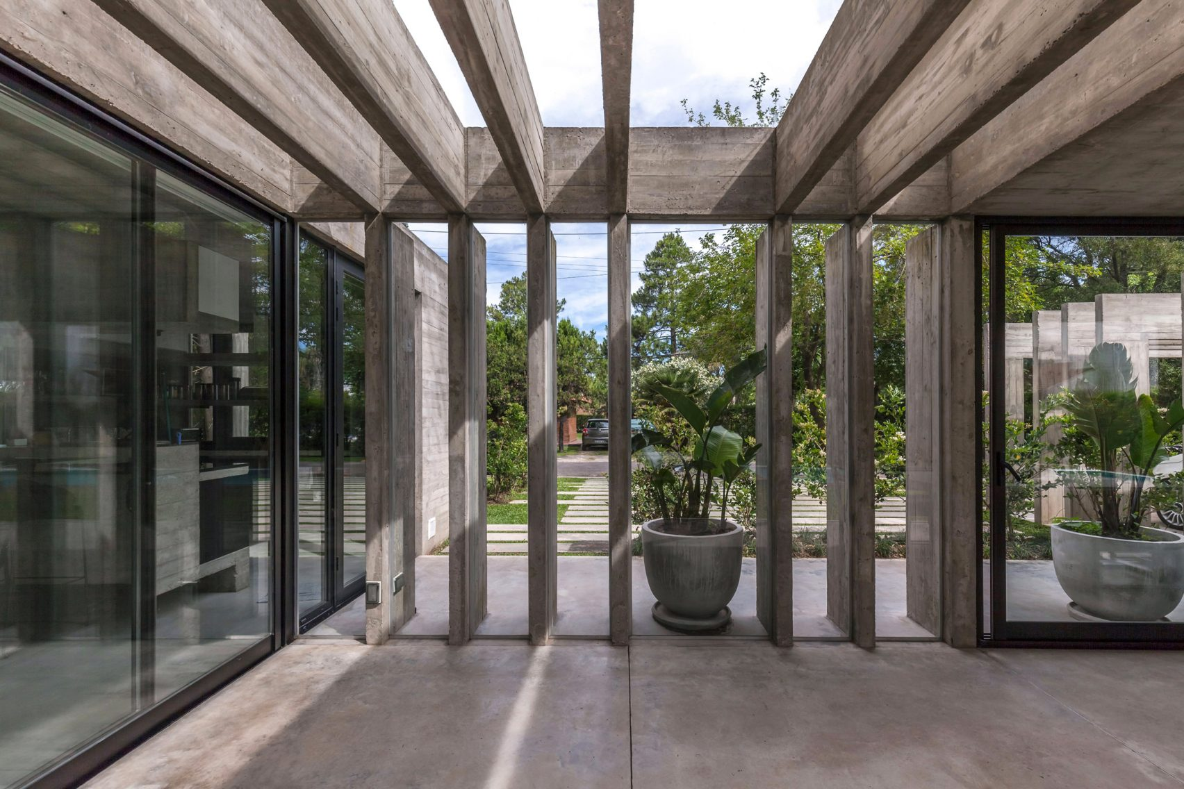 casa-aranzazu-besonias-almeida-arquitectos-architecture-residential-buenos-aires-argentina_dezeen_2364_col_21-1704x1136.jpg