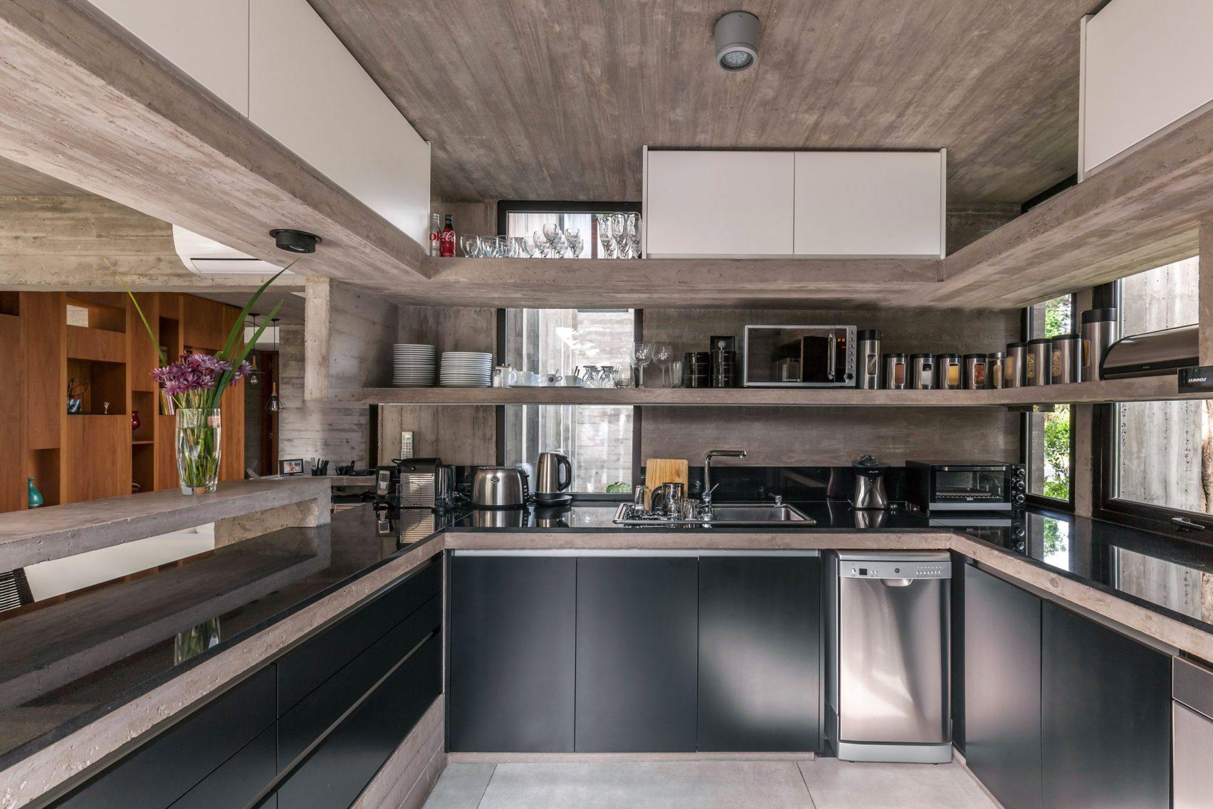 casa-aranzazu-besonias-almeida-arquitectos-architecture-residential-buenos-aires-argentina_dezeen_2364_col_12-1704x1136.jpg