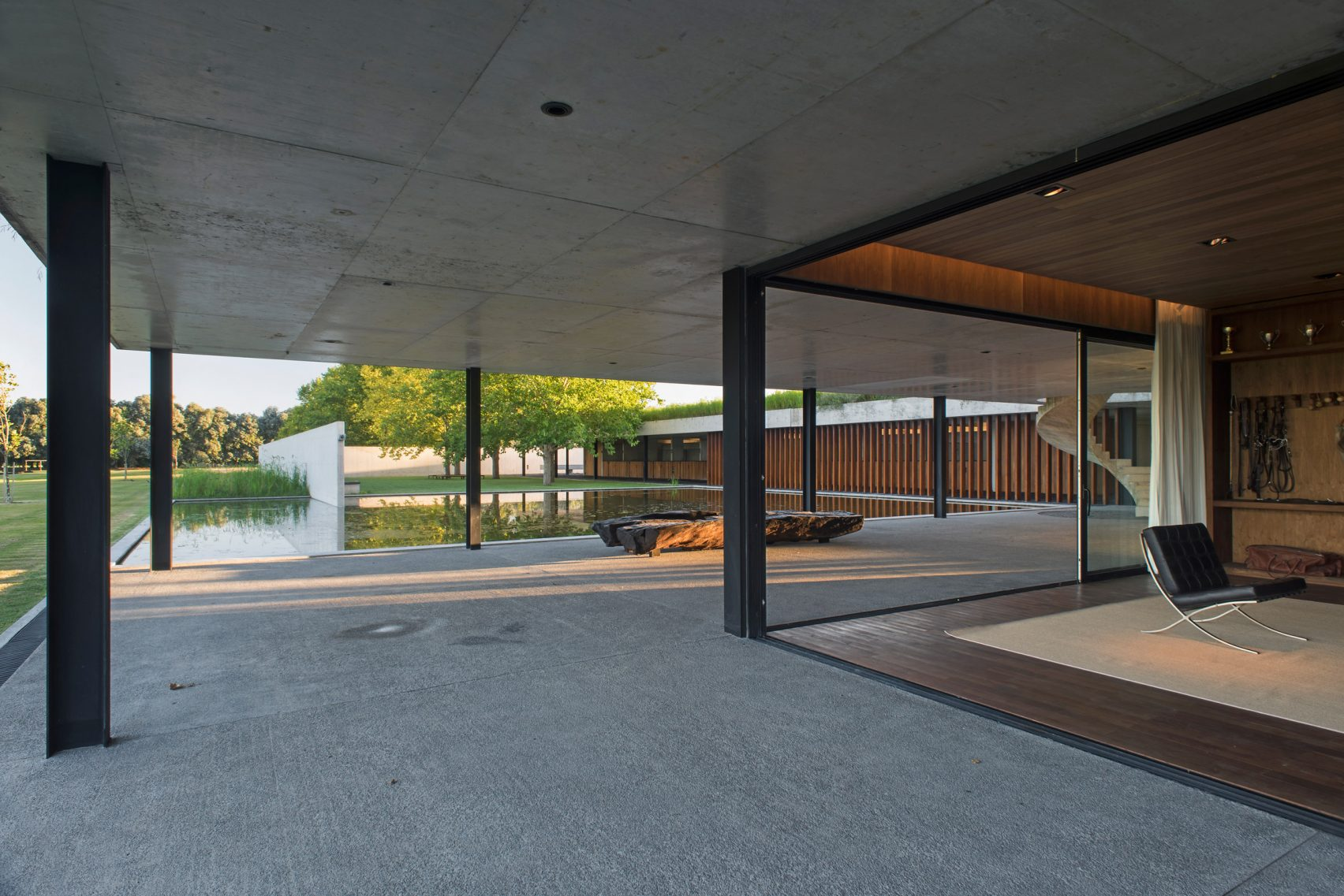 figueras-polo-stables-estudio-ramos-architecture-public-and-leisure_dezeen_2364_col_25-1704x1137.jpg