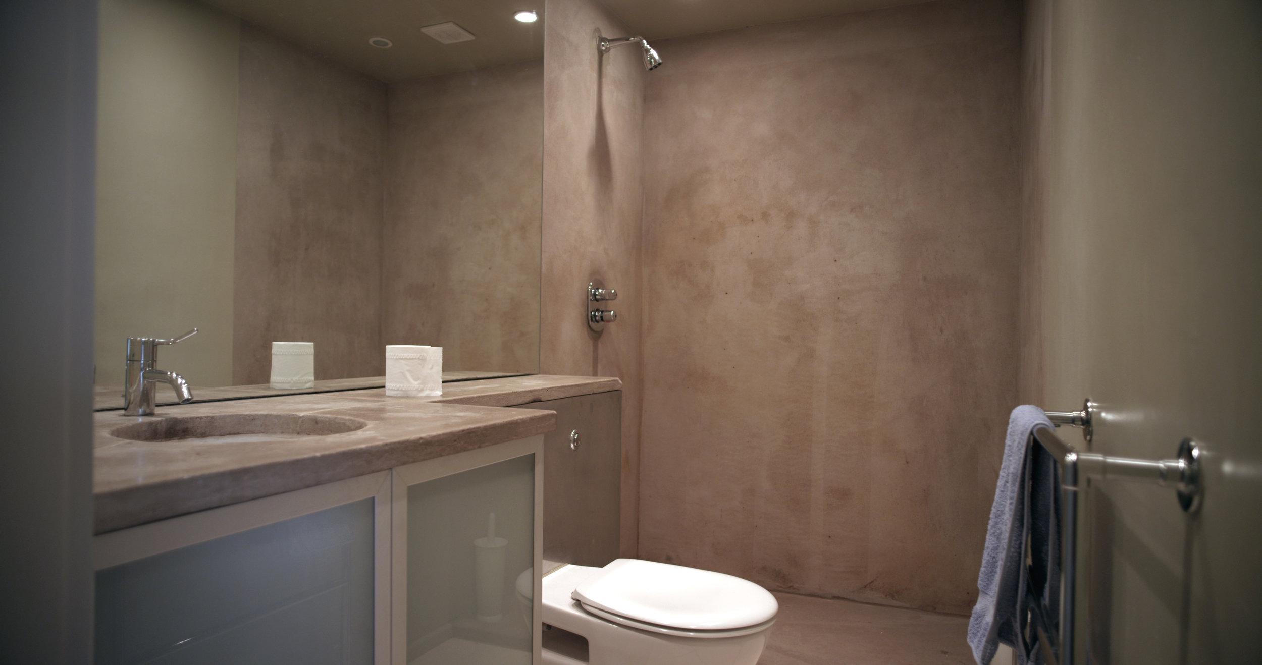 guest bathroom1.jpg
