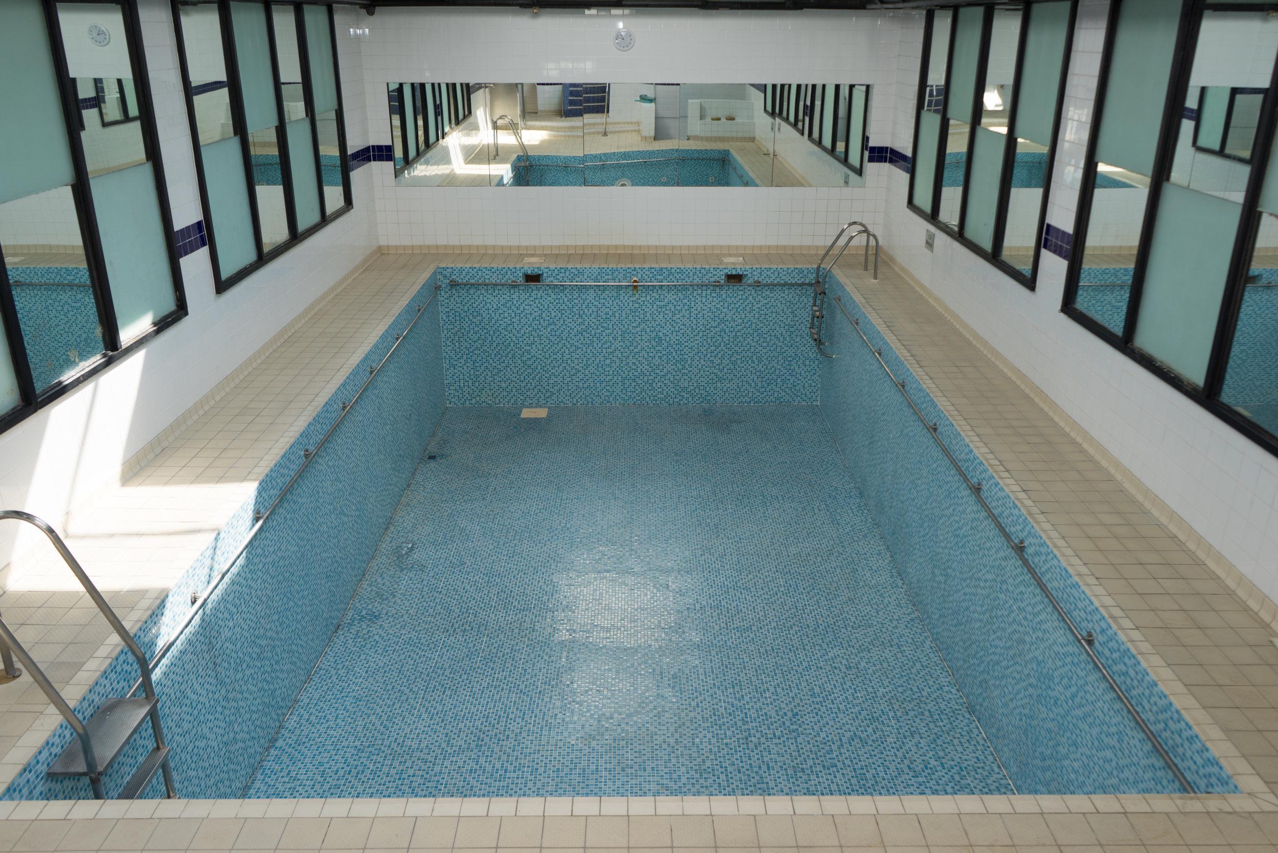 Swimming Pool - DSC04242 by Jonny Tanna.JPG