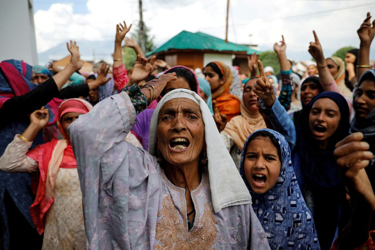 Aug 11, 2019: Kashmiri women protest the revocation of Articles 370 and 35a by the Indian government. Image:    Danish Siddiqui via Wall Street Journal