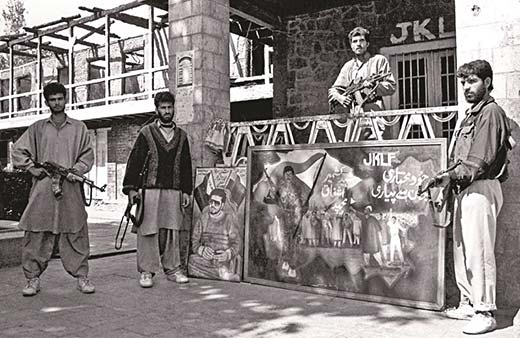 Jammu and Kashmir Liberation Front (JKLF) men stand alert to guard their Hazratbal headquarter in the early 90s. Image:    Kashmir Life