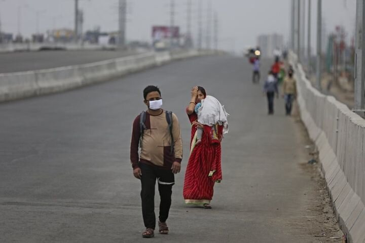 A couple along with their baby walks hundreds of miles hoping to reach their home as New Delhi goes on lockdown. Tens of thousands of daily-wage migrant workers found themselves without jobs and unable to find transportation home when India announced a lockdown on 24 March. Image:    Huffpost