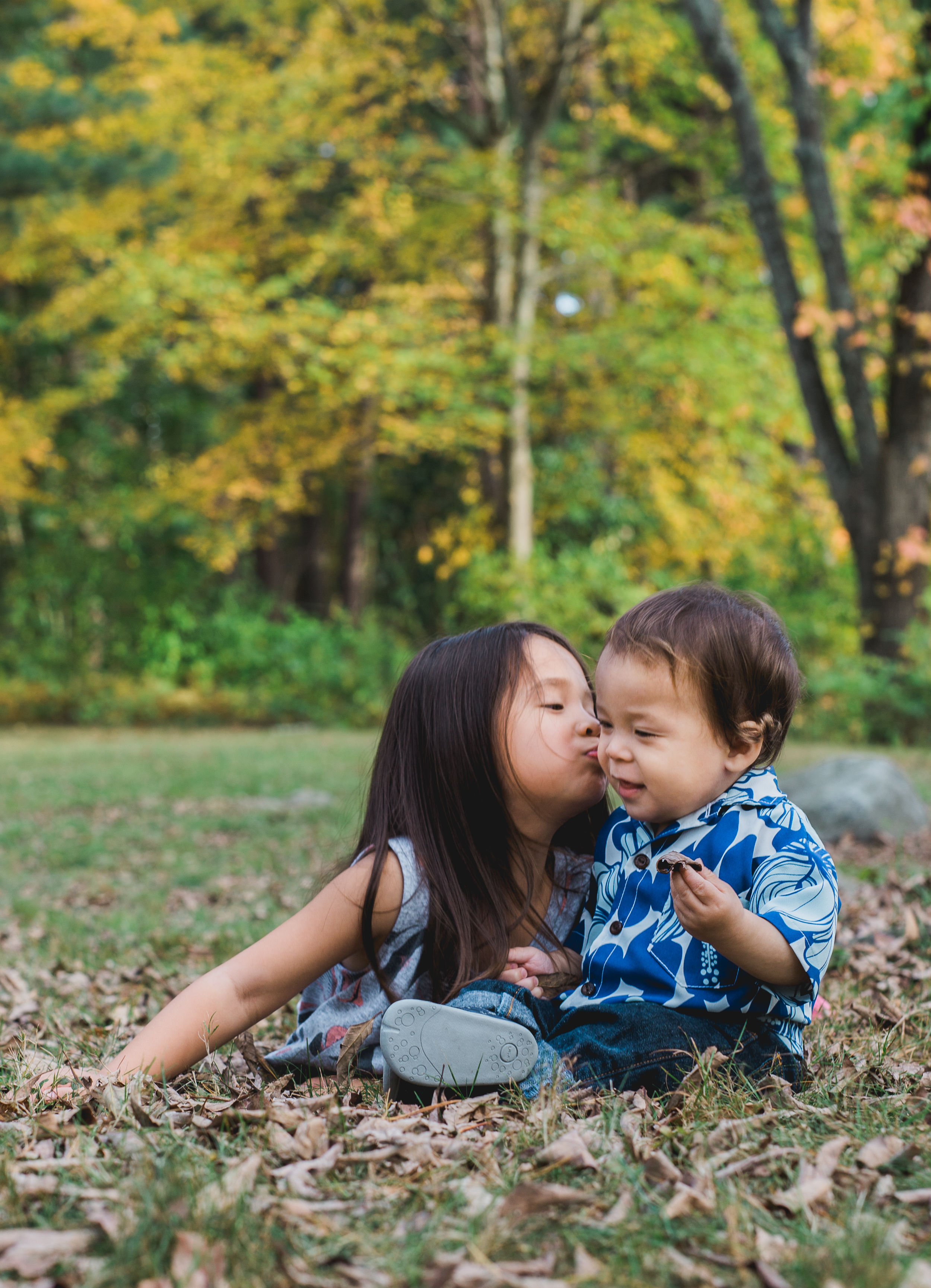Greater Boston family photographer Joy Uyeno Sudbury brother and sister in the early fall at Grist Mill