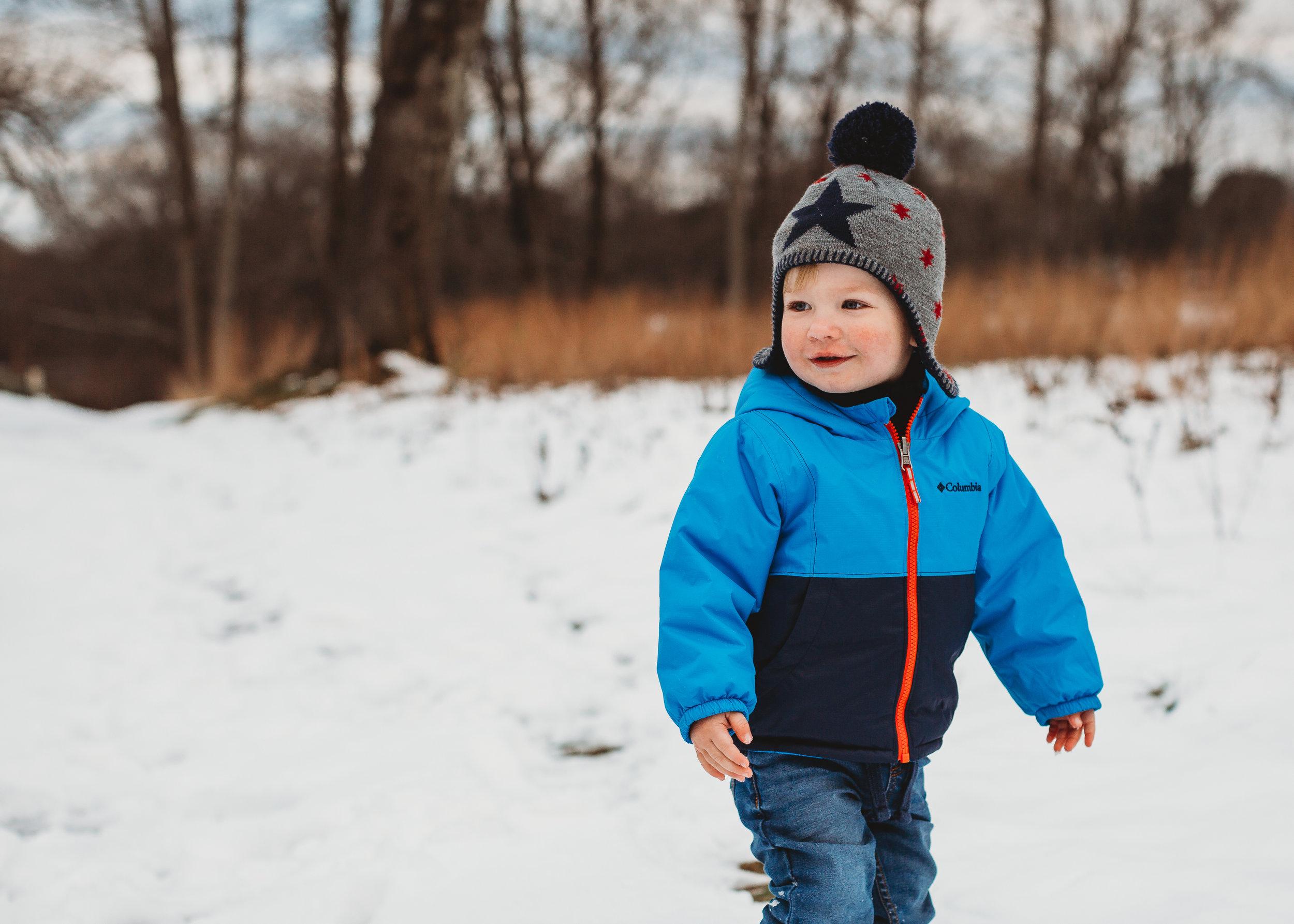 Snowy toddler photo session / Boston family photographer