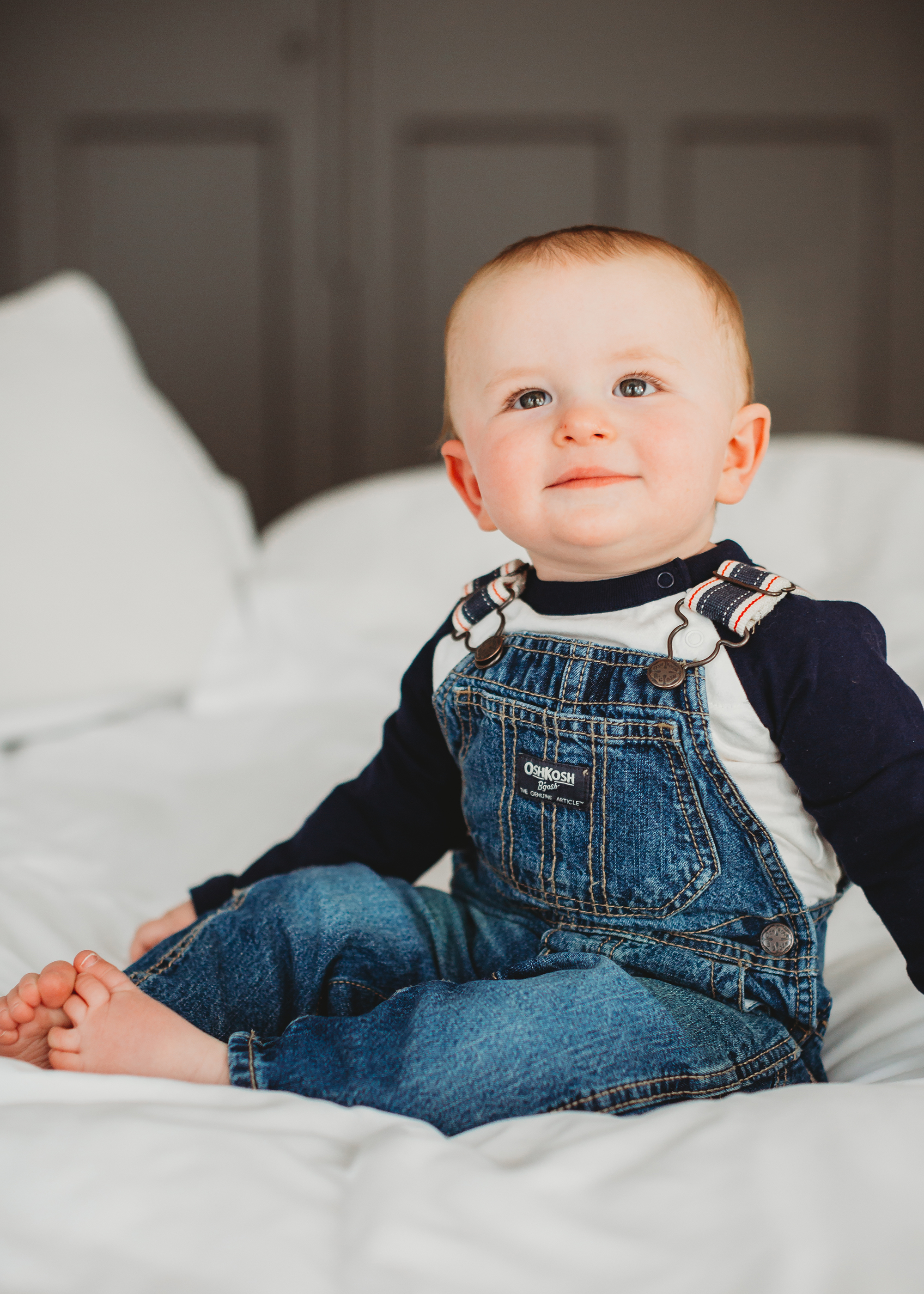 Baby in overalls! Boston family photographer shares favorite outfits for baby portrait sessions.