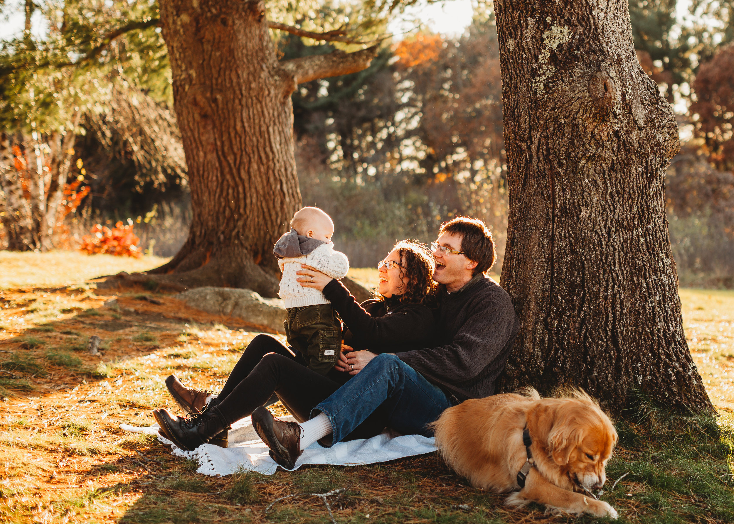 When to book fall family photos. The key: book VERY early to have your pick of dates!