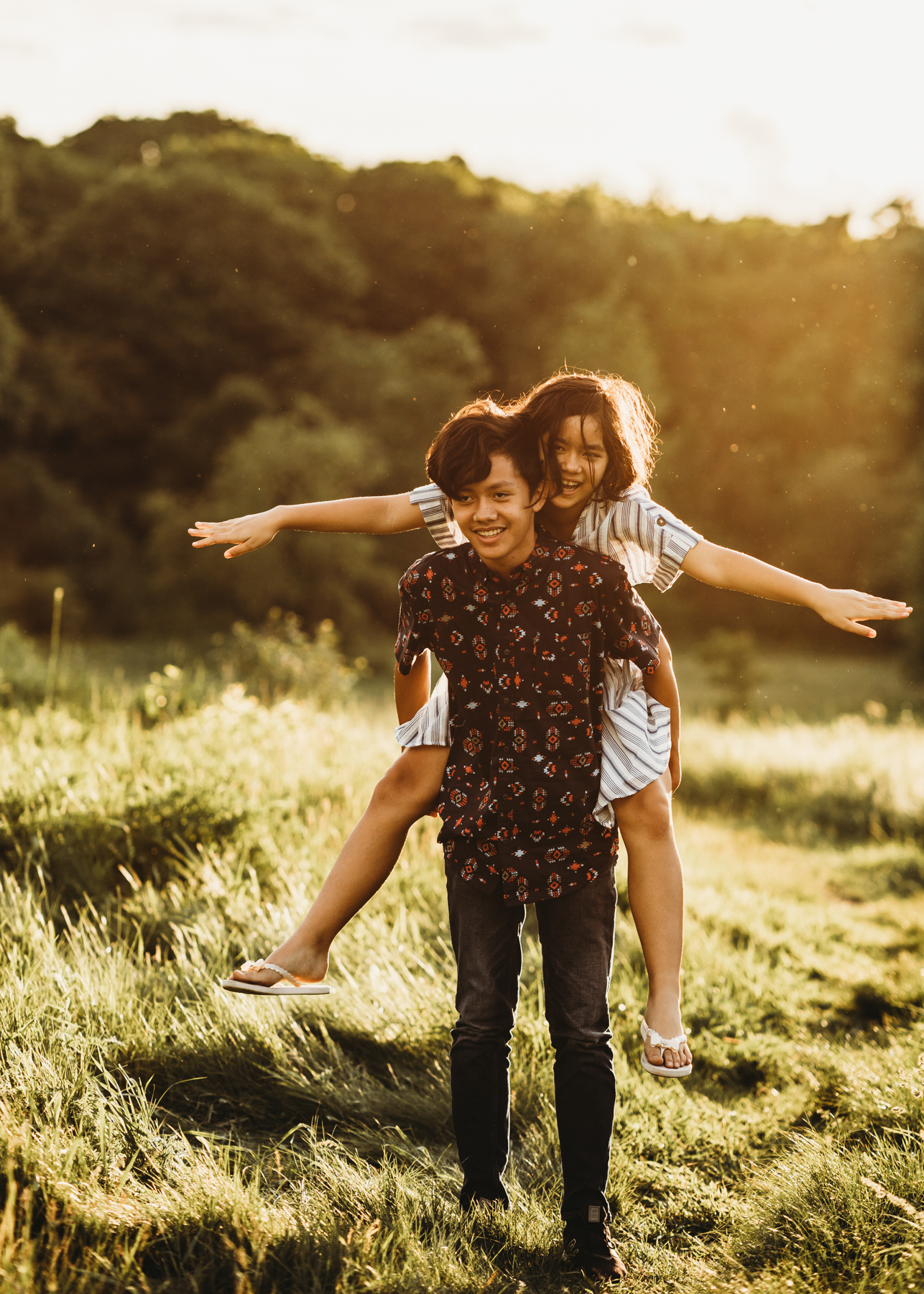How to get tweens and teens to loosen up for family photos. Natural looking family photos with older kids. Boston photographer Joy LeDuc.