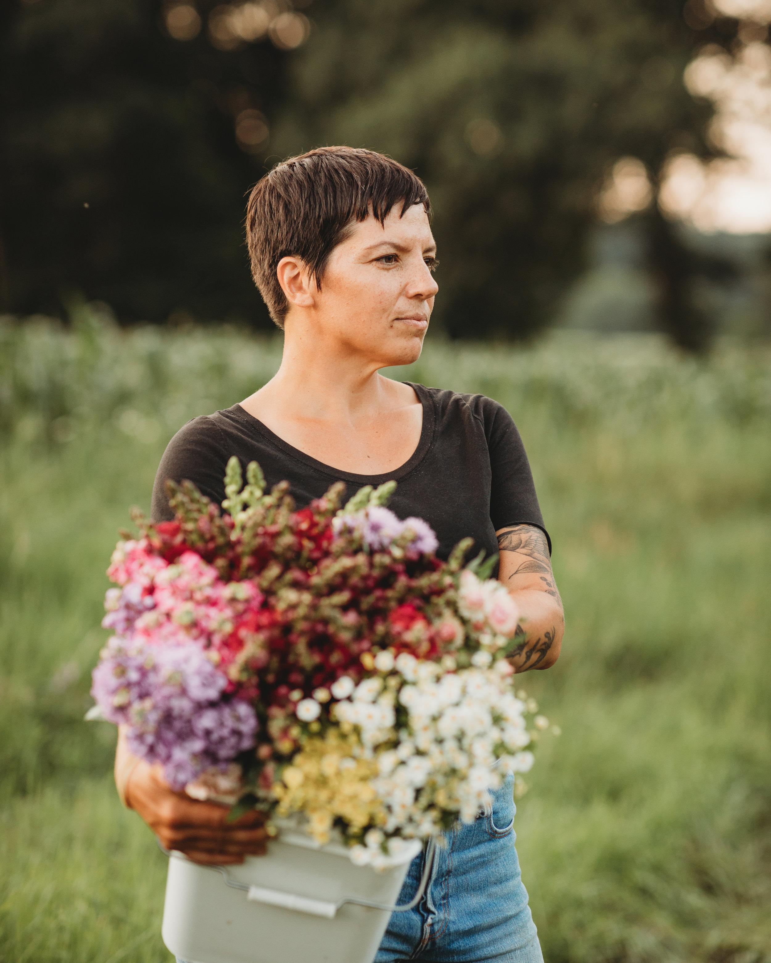 field-edge-flowers-boston-lifestyle-branding-photographer-joy-leduc-5.jpg