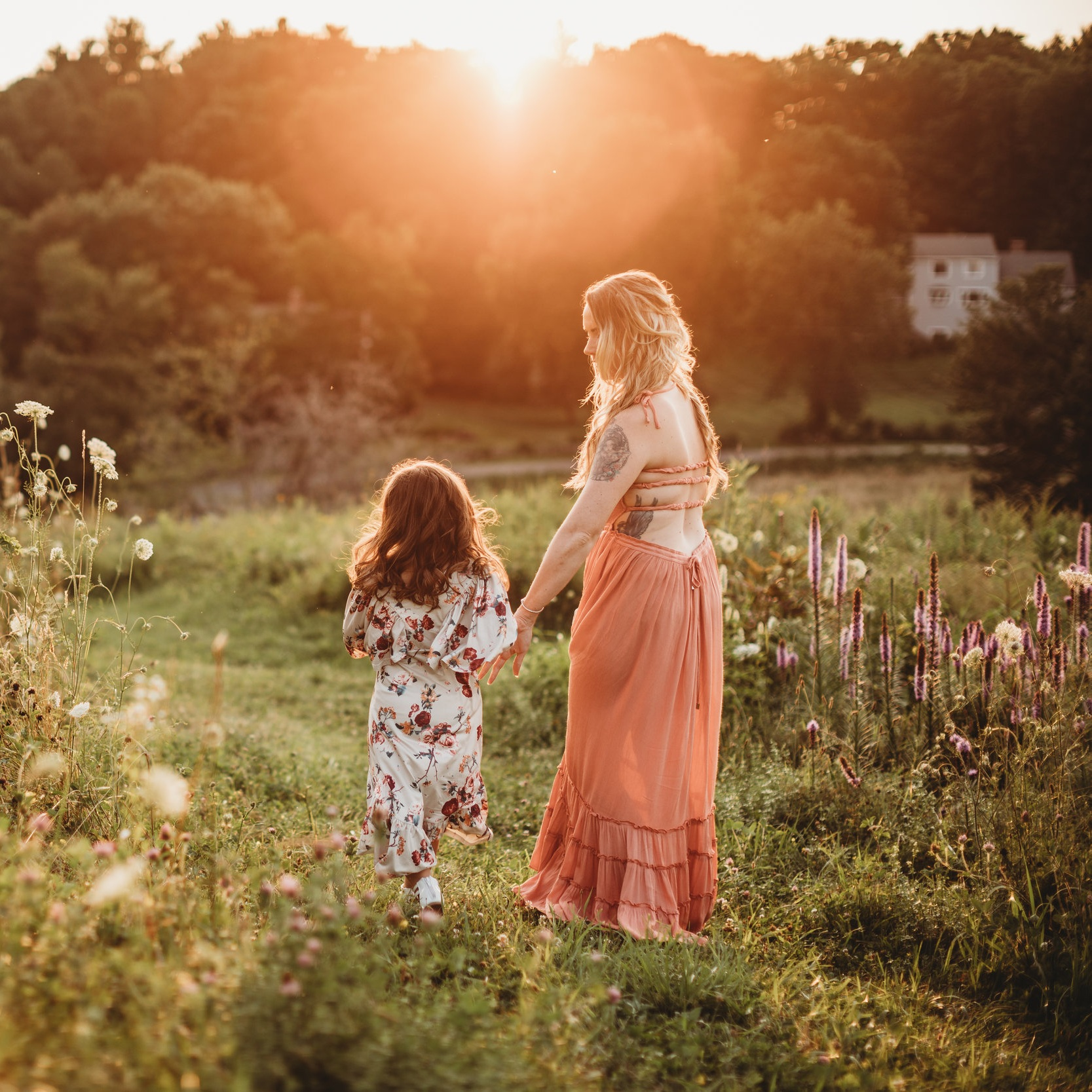 Romantic, boho dresses are available for clients to borrow from Joy LeDuc Photography. What to wear for family photos. Boston family photographer.