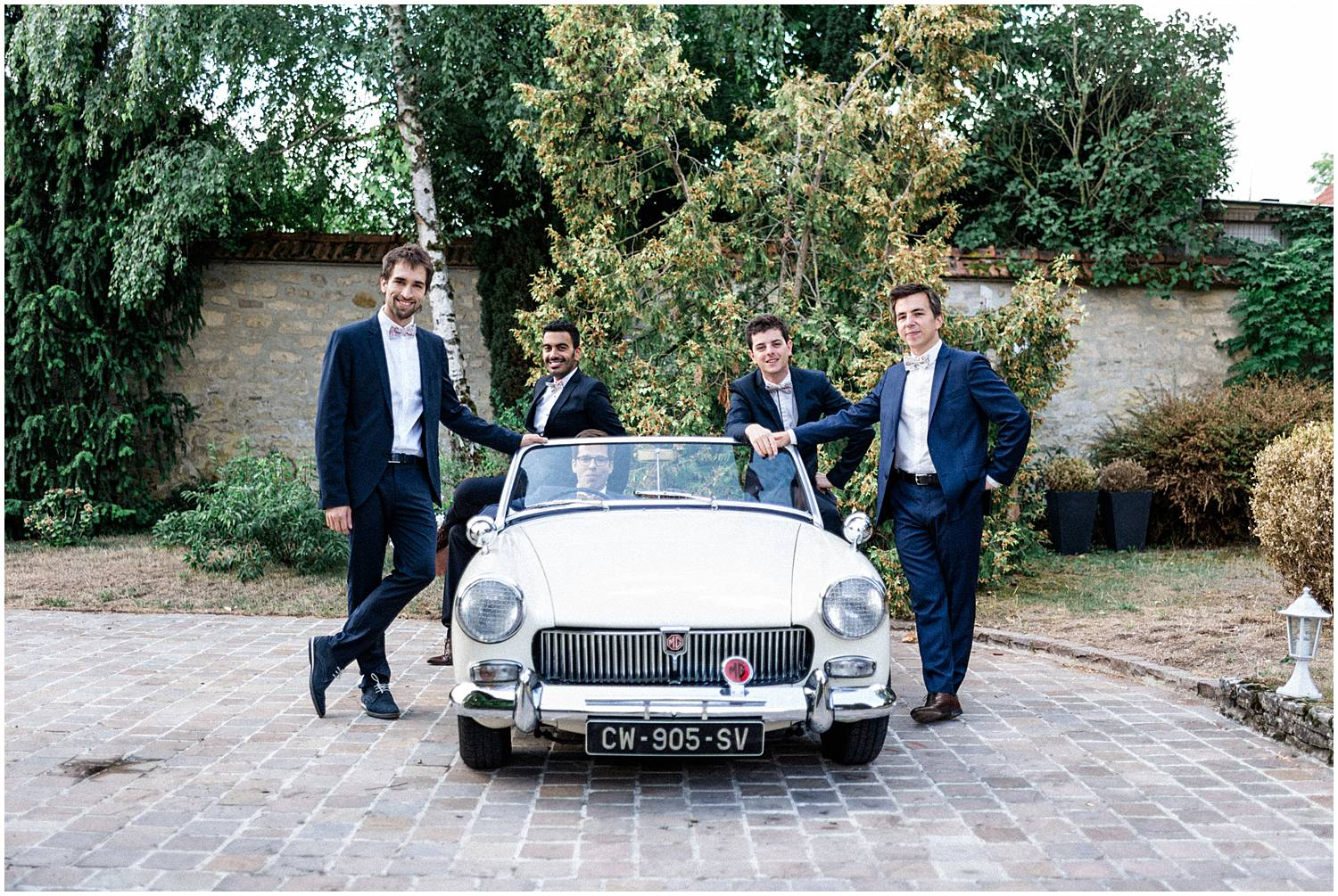 Classy car, groom and best men in a wedding Reims
