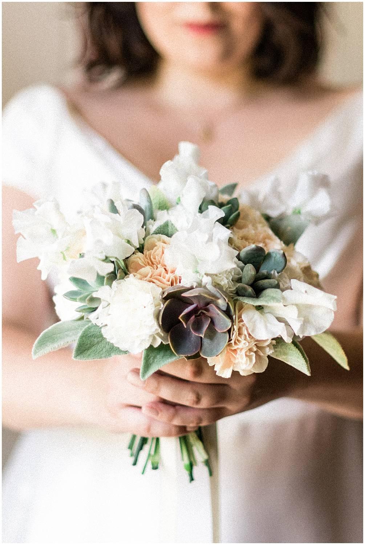 Bride bouquet in chateau de Mauvieres