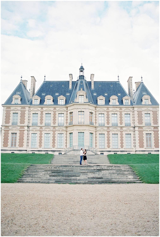 Engagement session in a castle Paris
