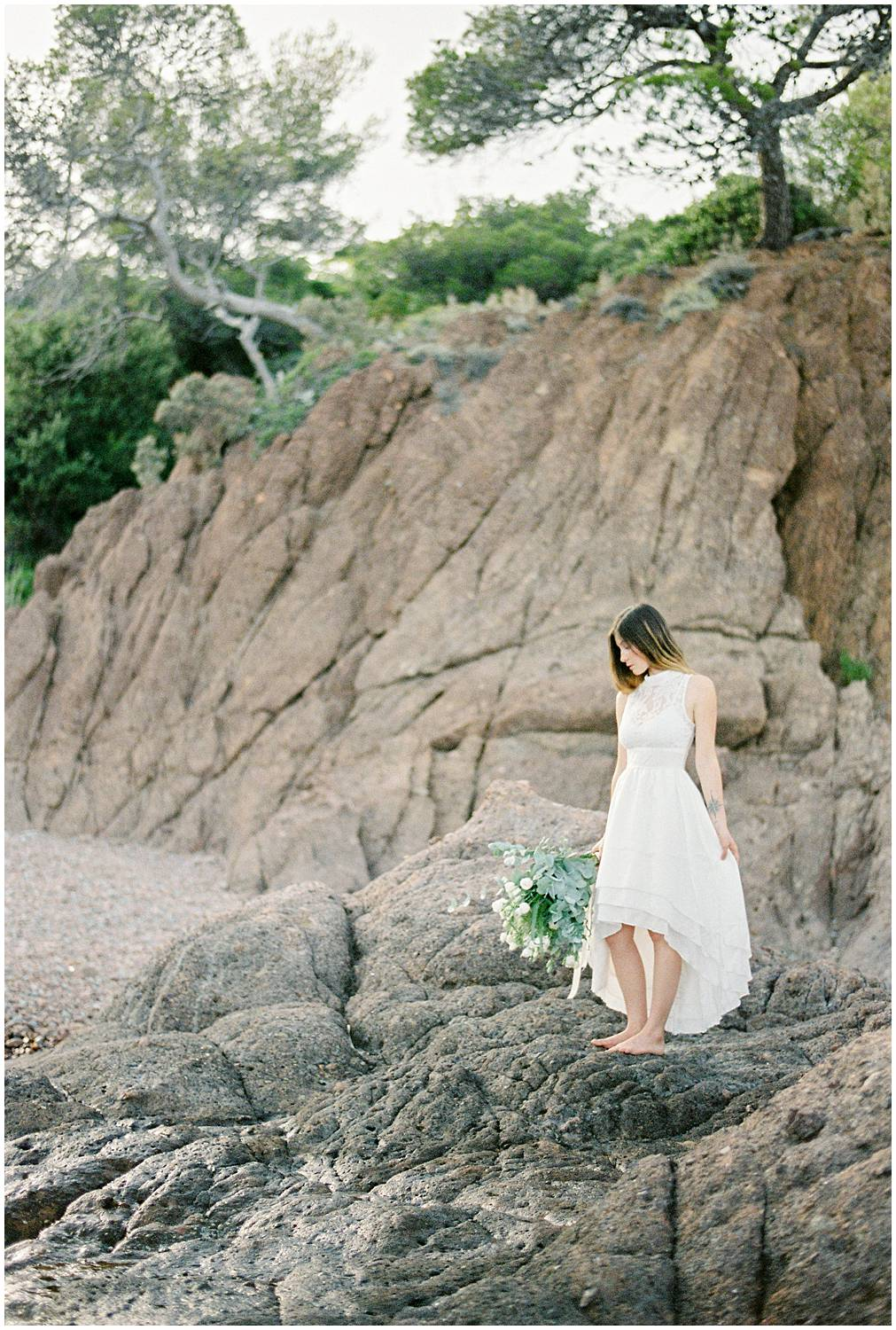Simple but gorgeous portrait of a bride in a empty beach in Provence