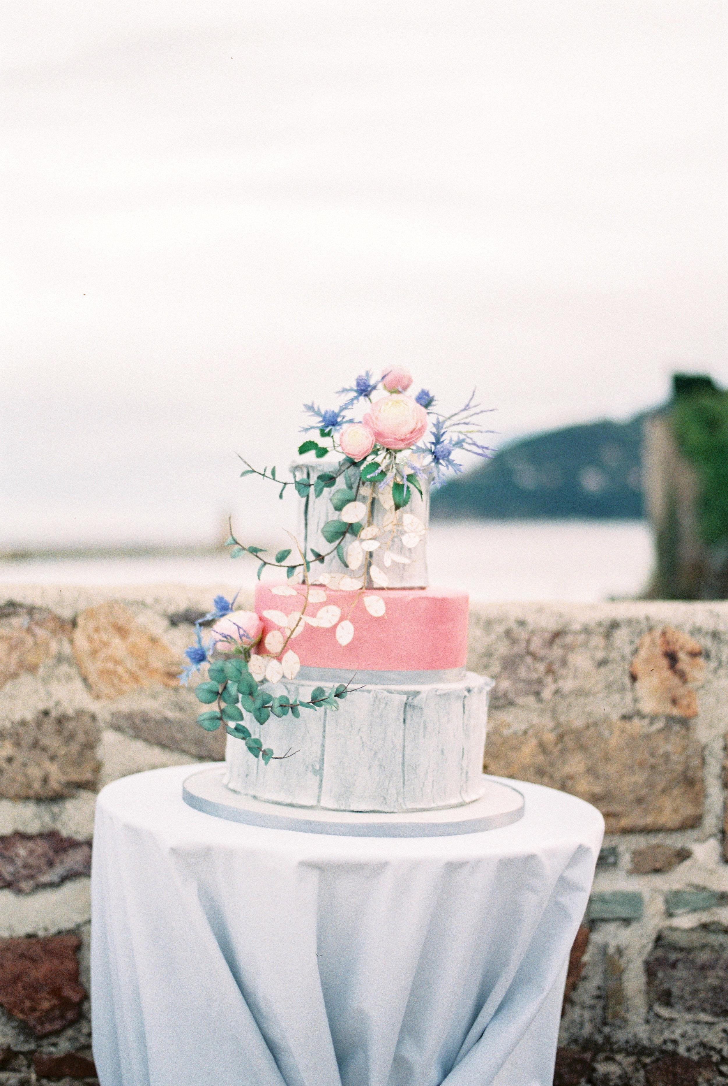 Wedding cake in chateau La napoule