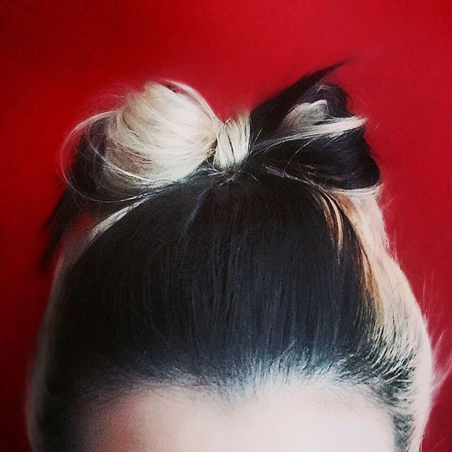 Messy hair bow 🎀❤️ #hairoftheday #hair #hairstyle #hairbow #hairbows #twotone #twotonedhair #blonde #blondehair #black #blackhair #tryingsomethingnew #sundayfunday