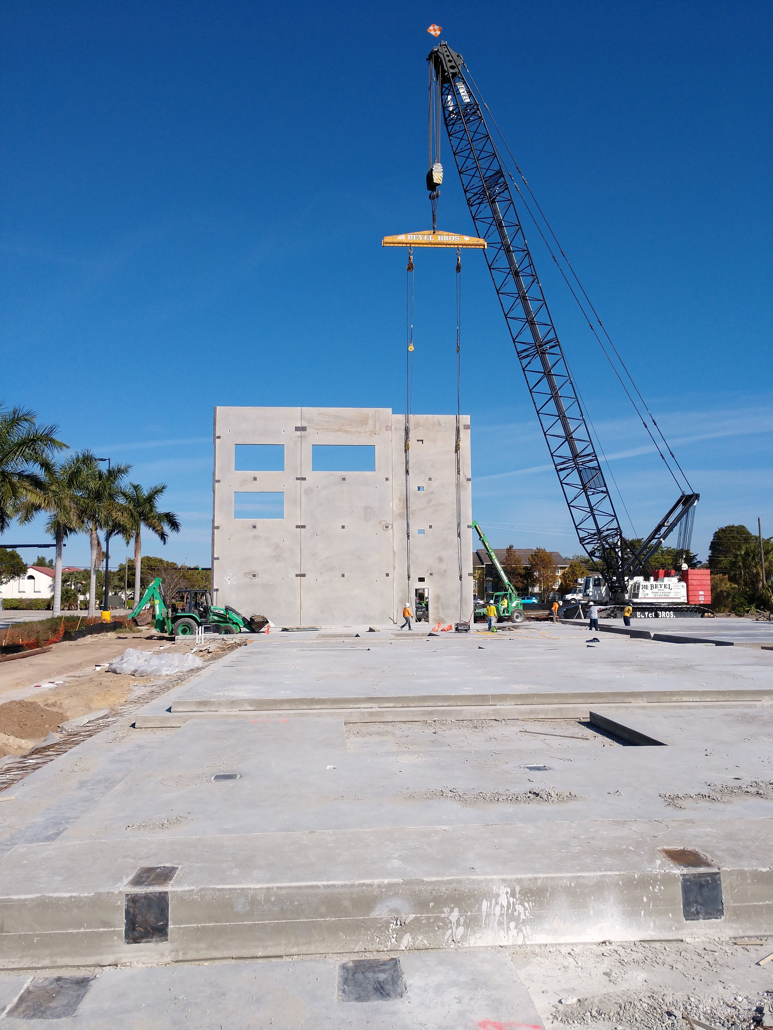 11-Tilt walls going up3 Jan_2019.jpg