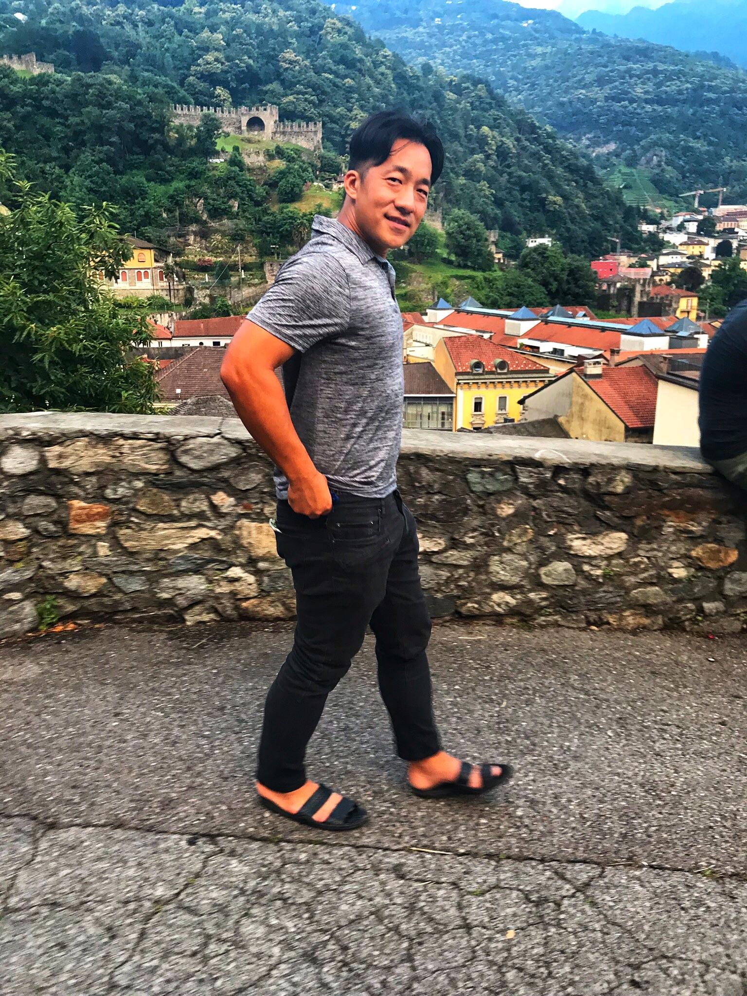 Keane's rocking his mountain sandals.