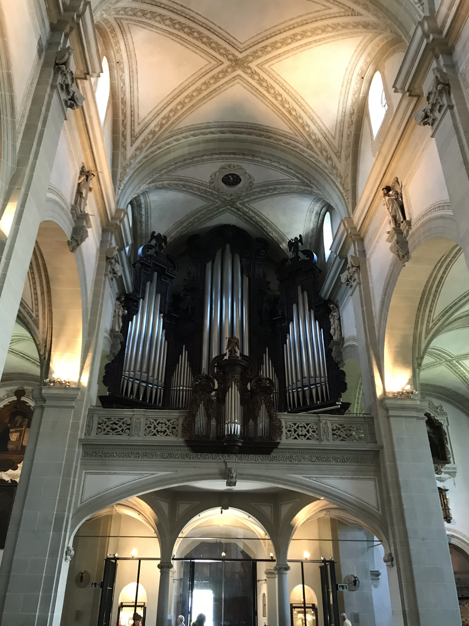 The mighty organ pipes!