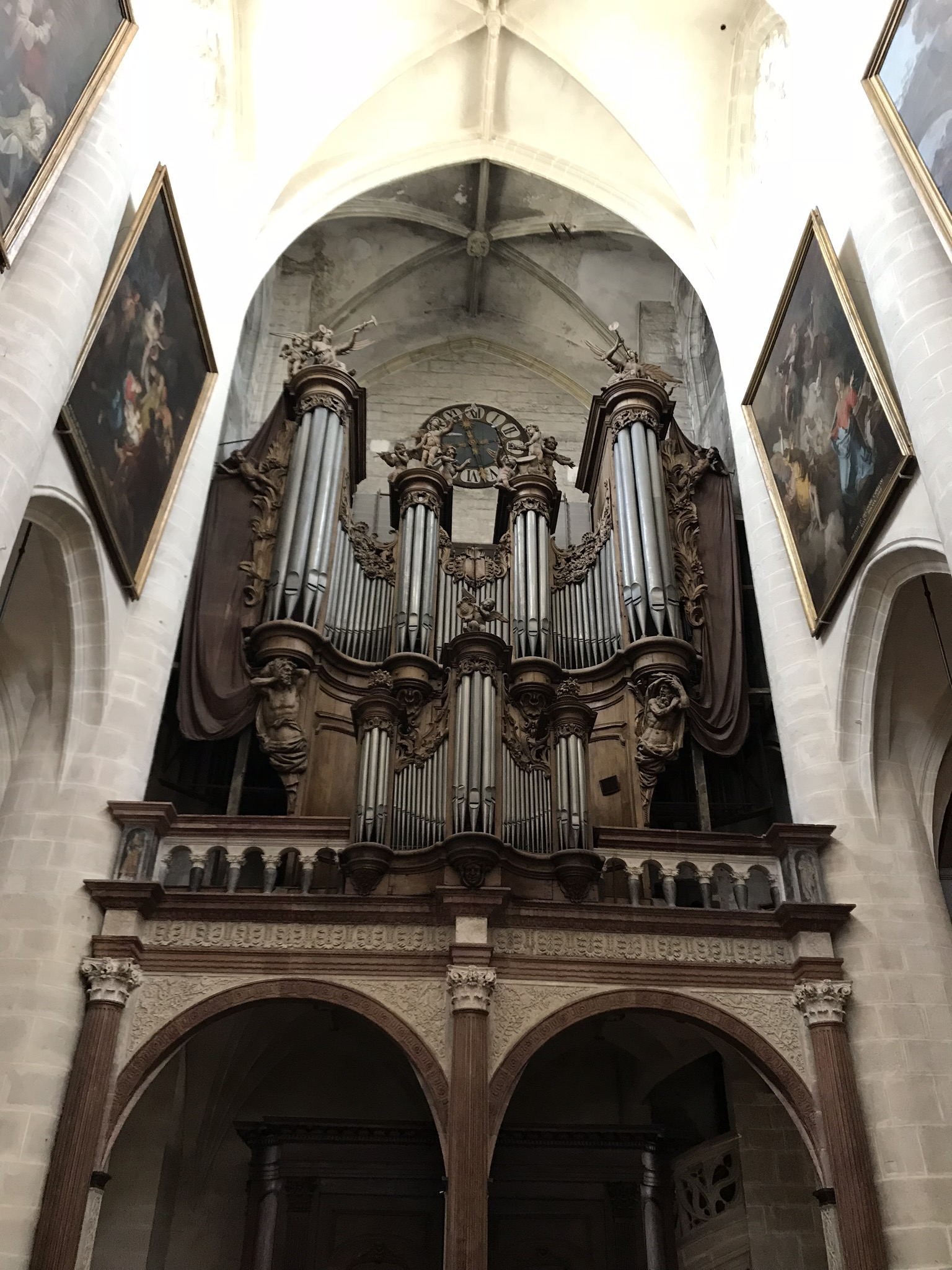 Immaculate wooden carvings adore the organ pipes!