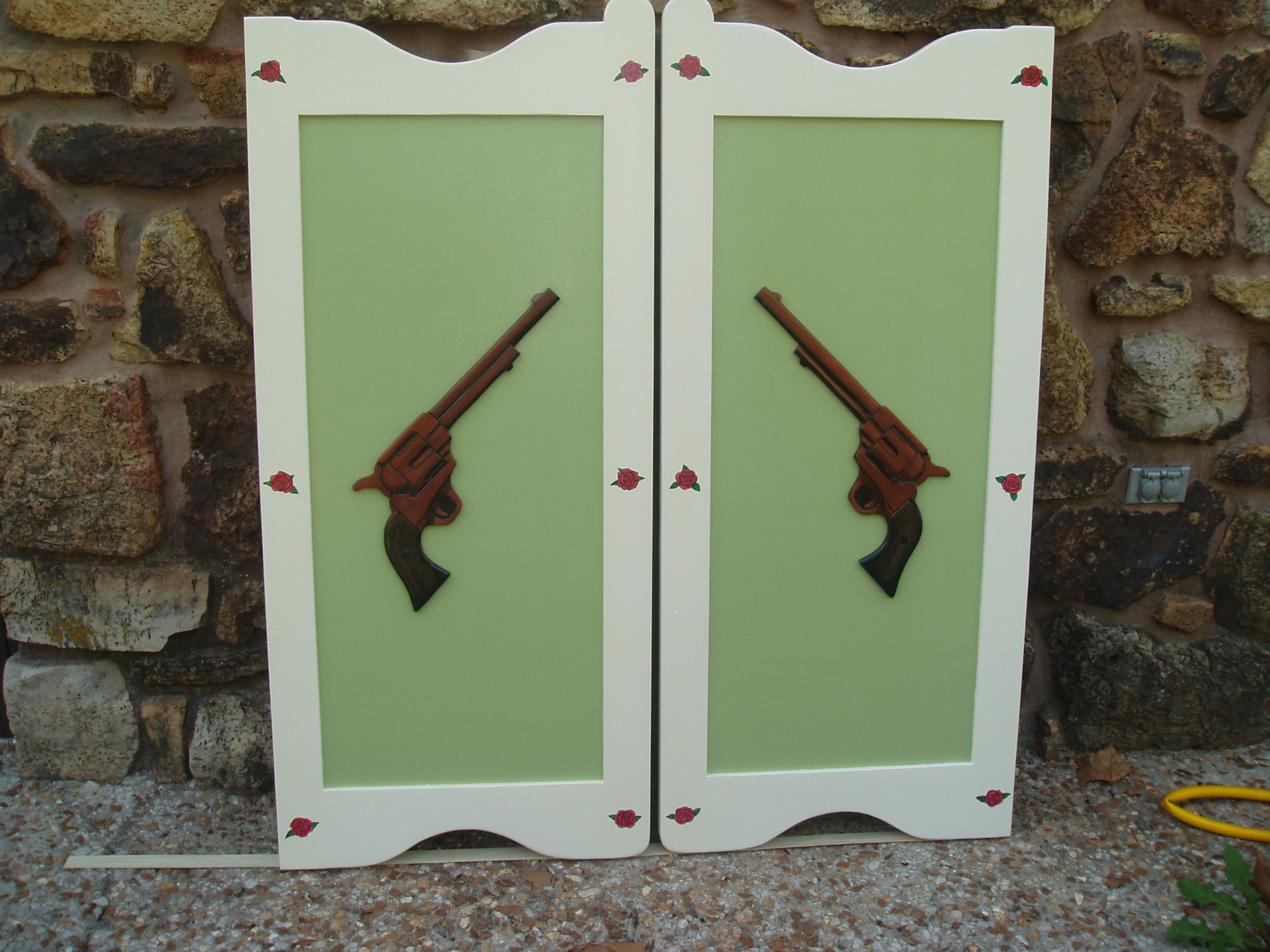 Painted western saloon doors with six shooter pistols