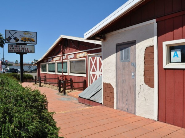 Western Mural Wagon Wheel Restaurant exterior Santee California 2.jpg