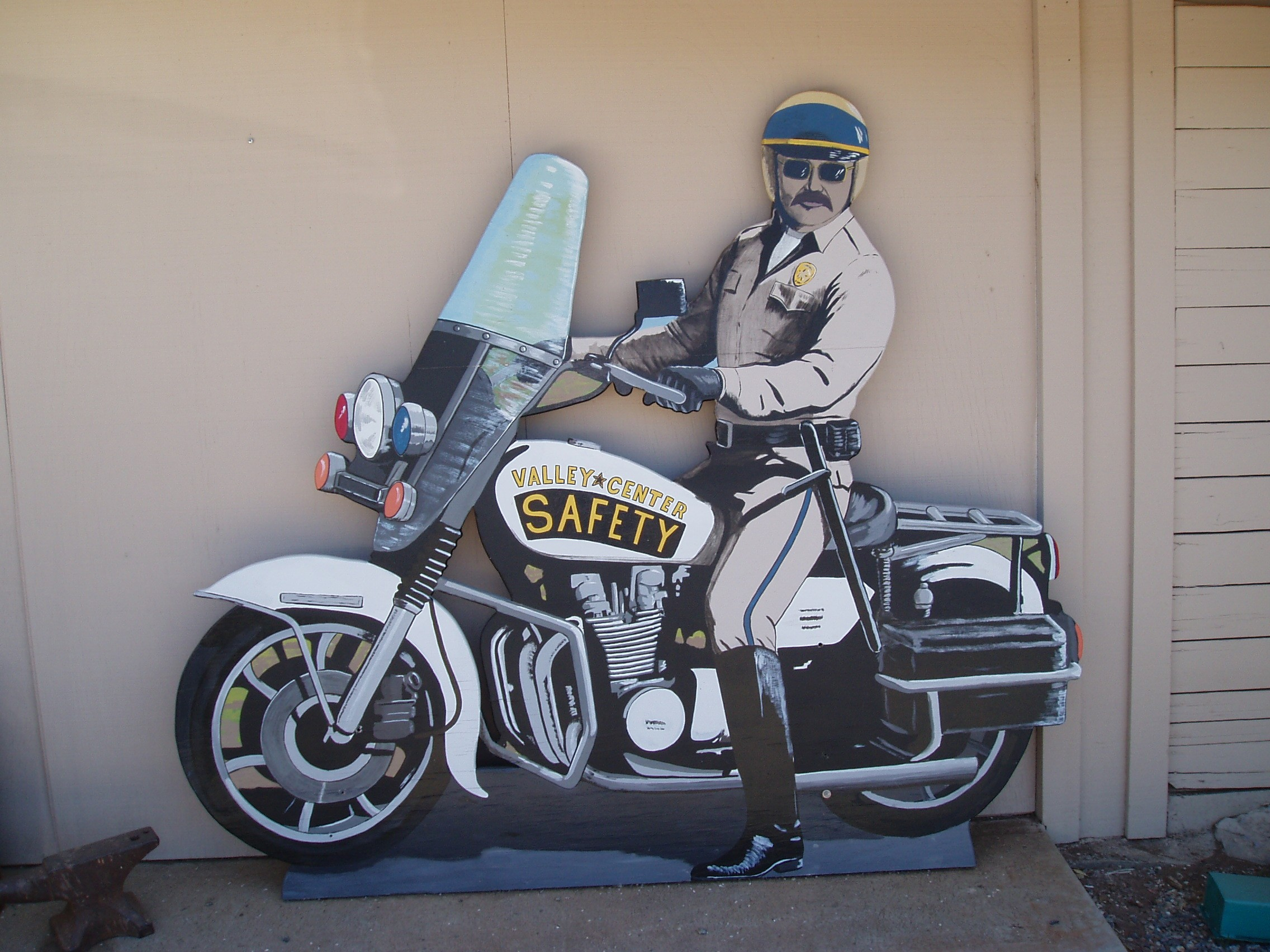 lifesizecutout_motorcycle cop_police officer.jpg